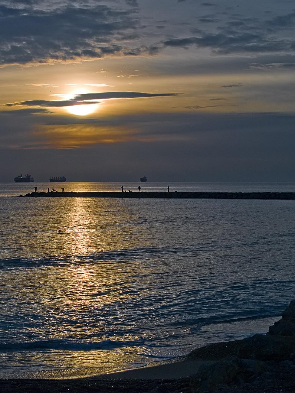 Foto playa Pinedo. Amanece en el espigón