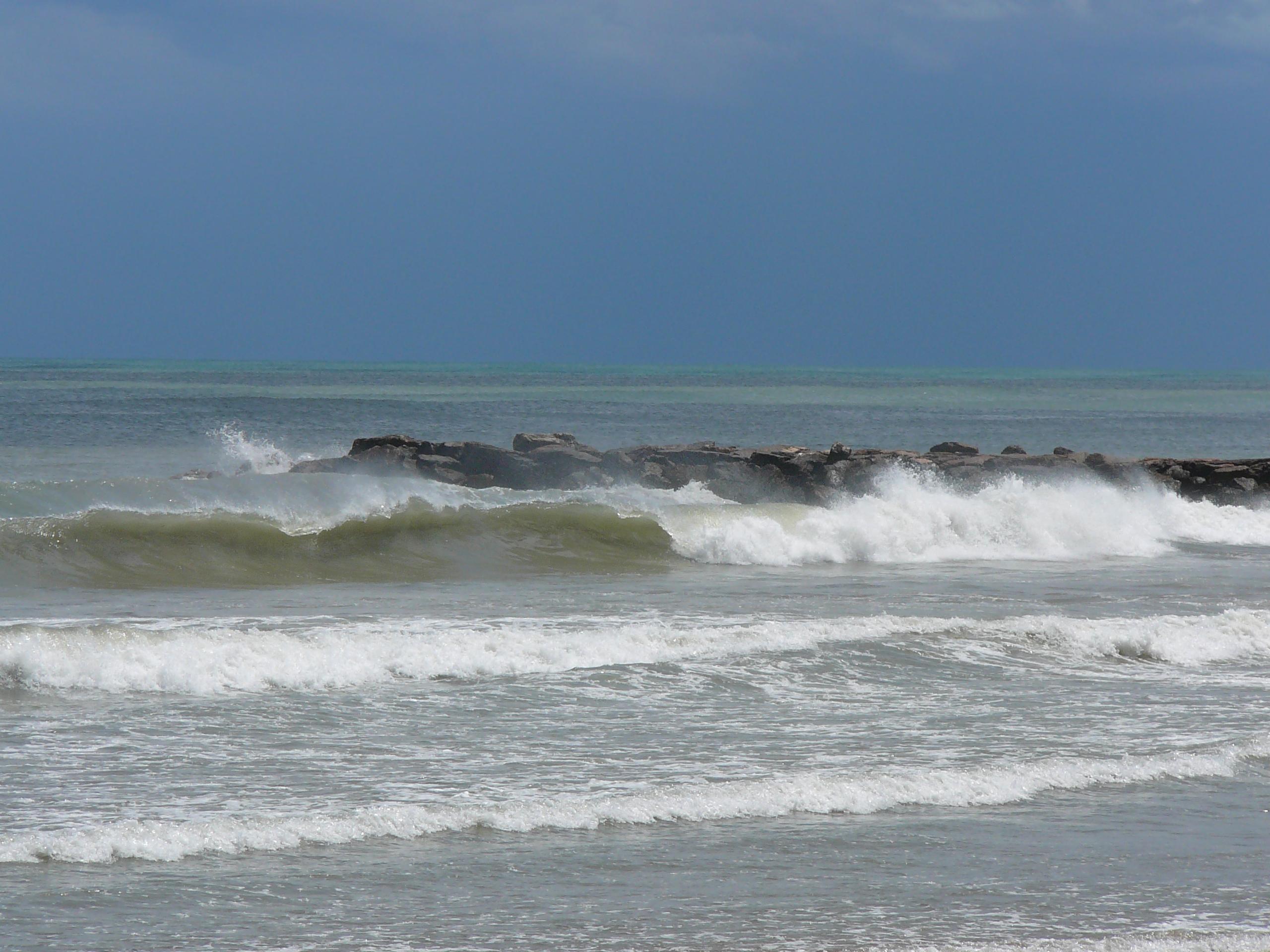 Foto playa Port Saplaya. Las olas del mar...