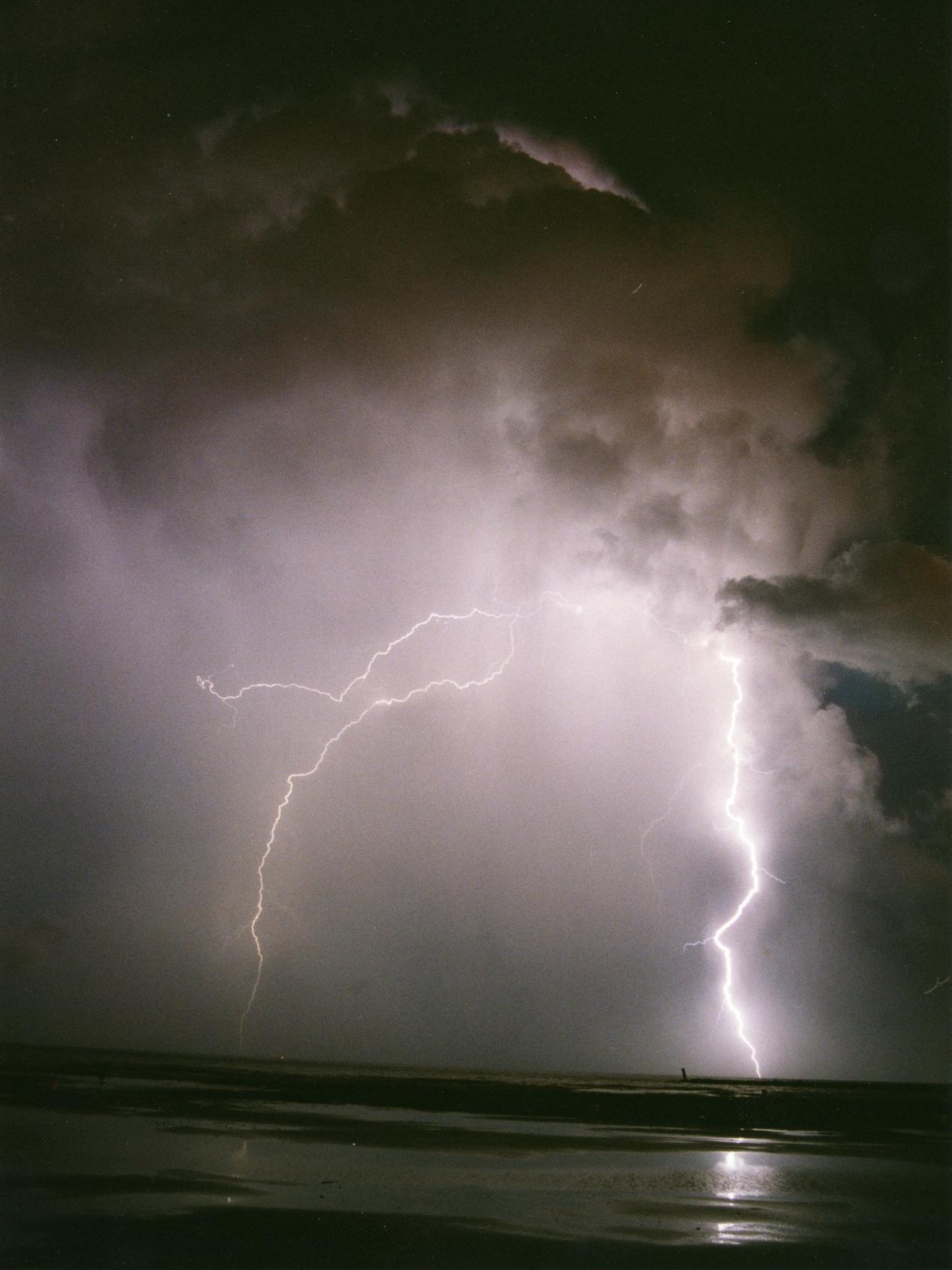 Foto playa Massalfassar. Tormenta nocturna sobre el mar 30-08-99