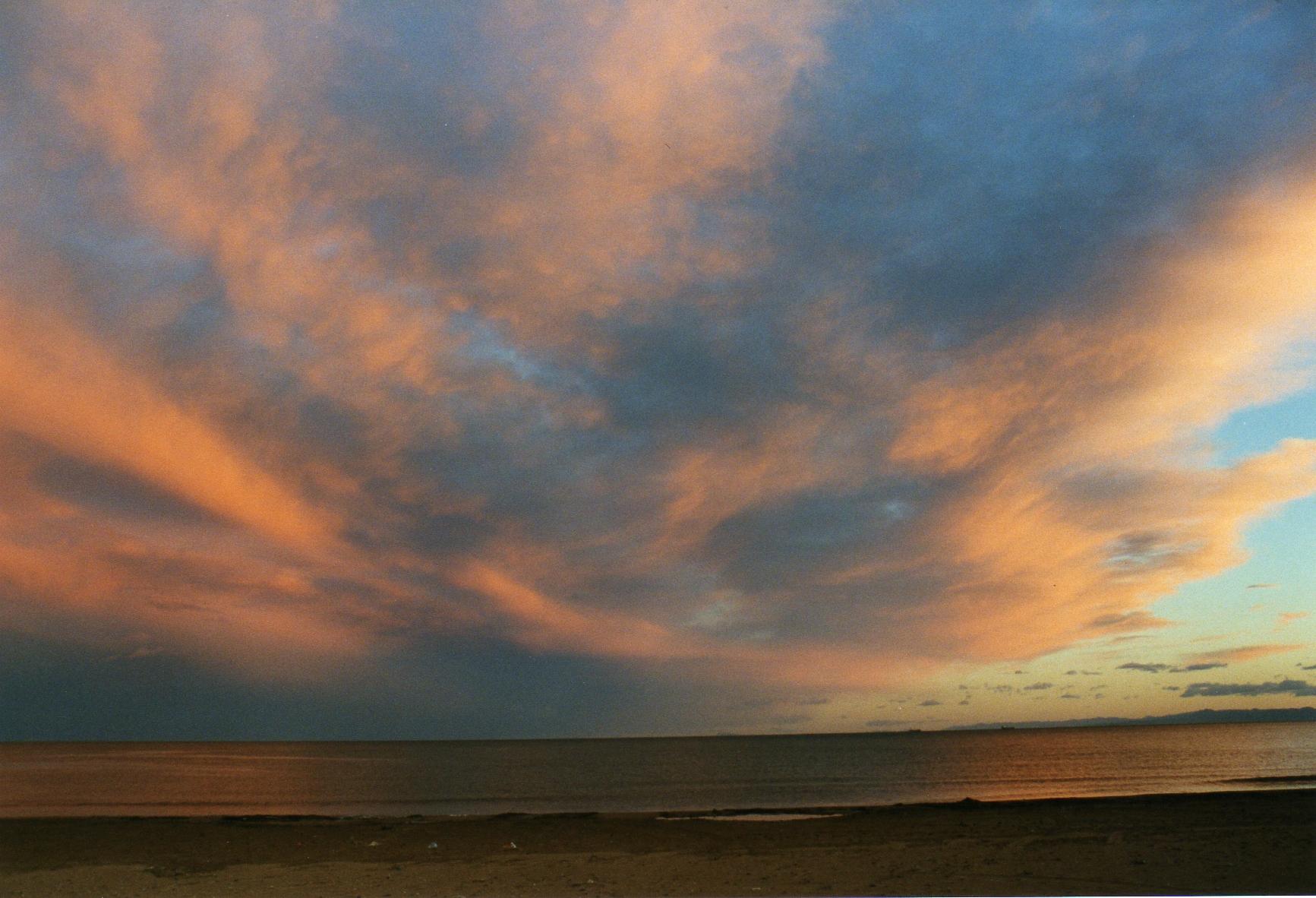 Foto playa Massamagrell.   cielo  rojizo 28-12-03