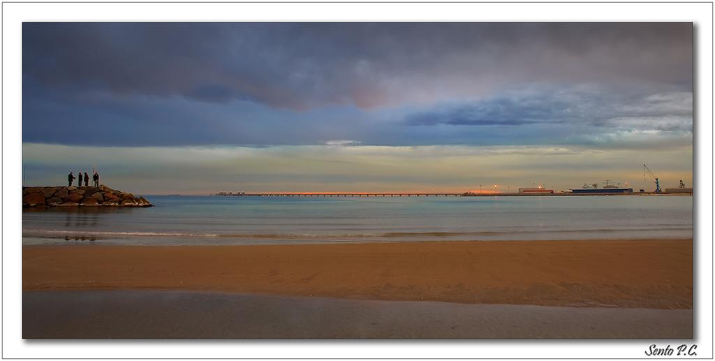 Foto playa Puerto de Sagunto. tarde de otoño en la Playa