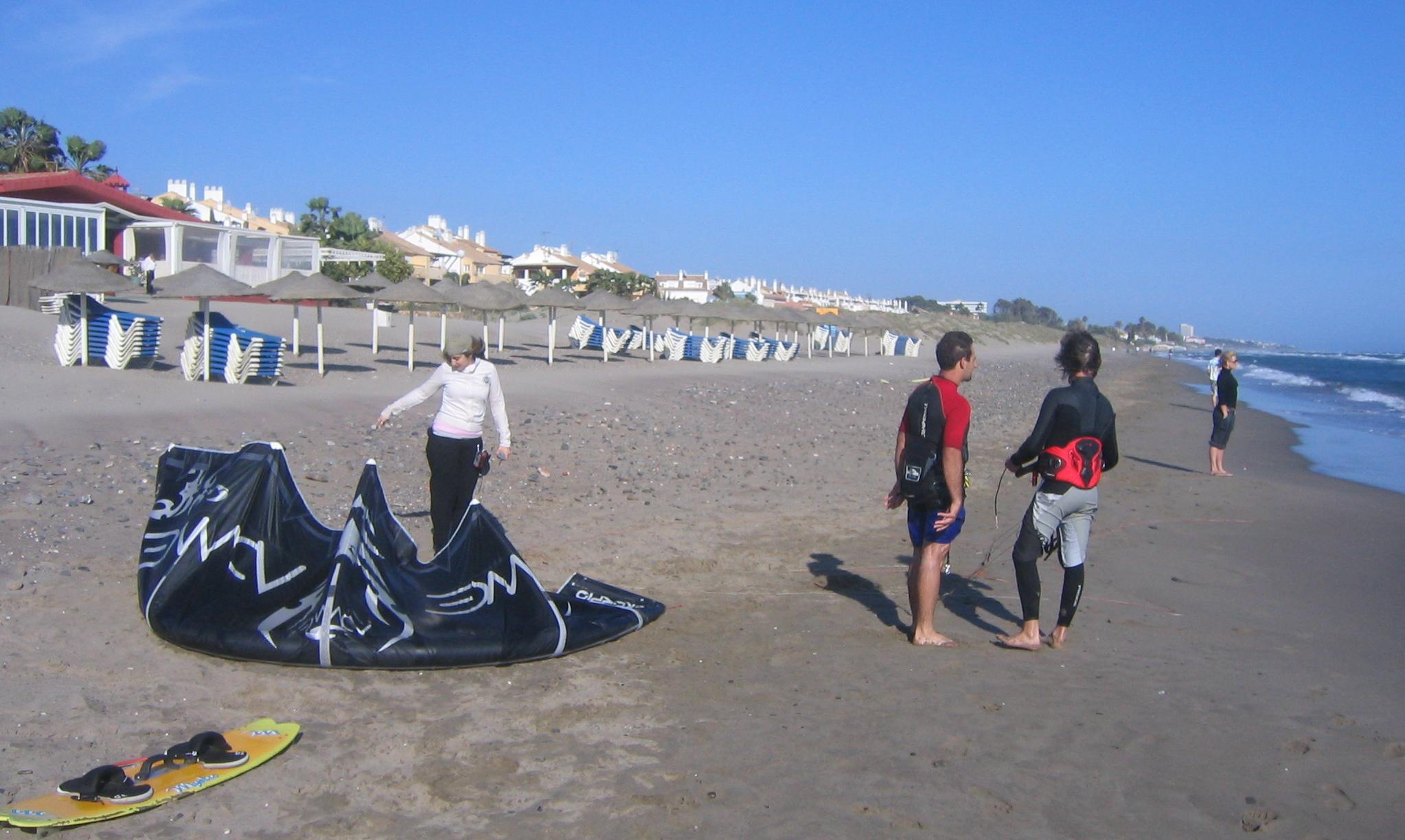 Foto playa El Ancón. Marbella - Los Monteros Drachen-Surfing / Kitesurfing