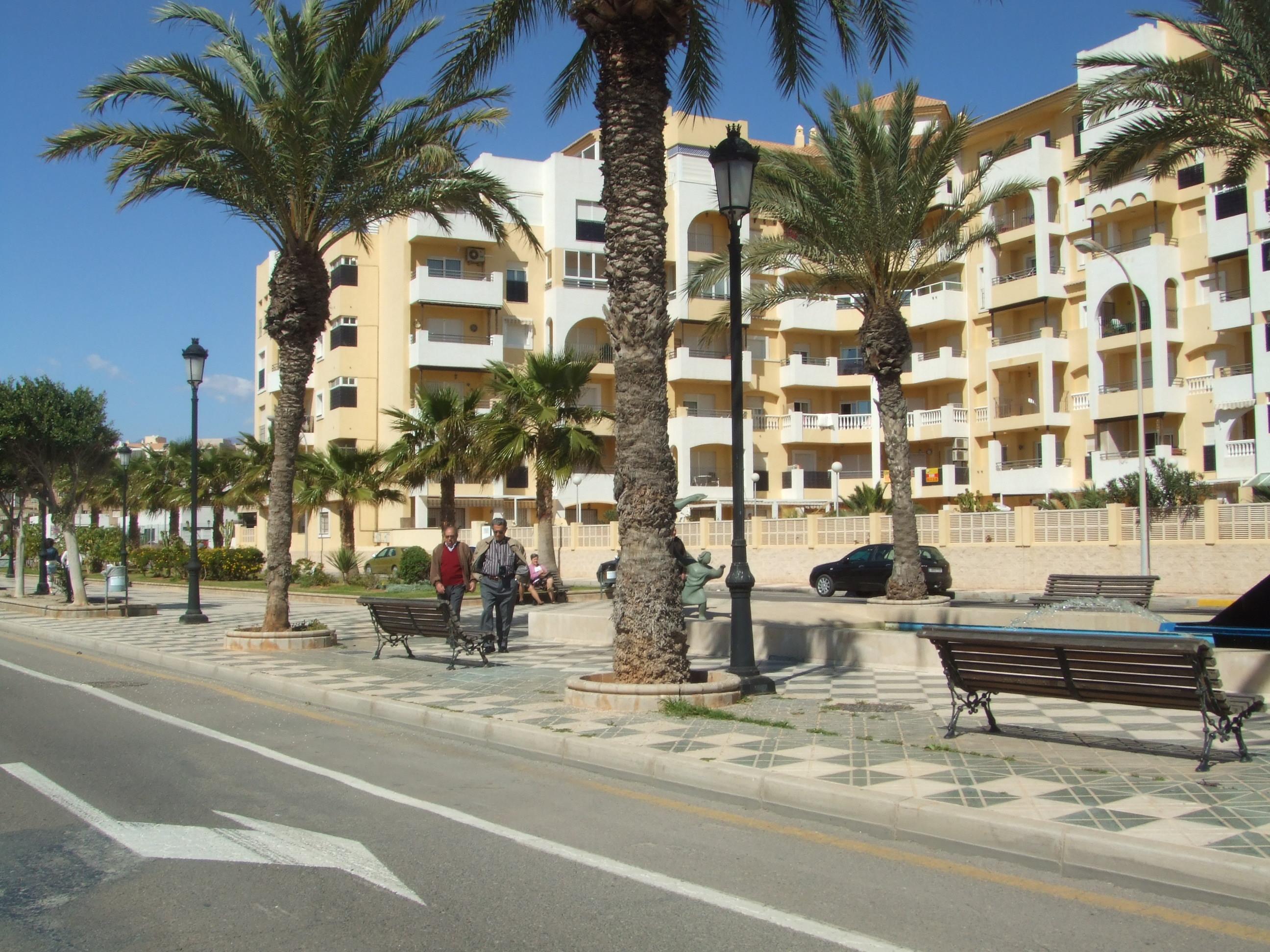 Foto playa De les Salines. Avd.de los Baños (vista desde la playa)