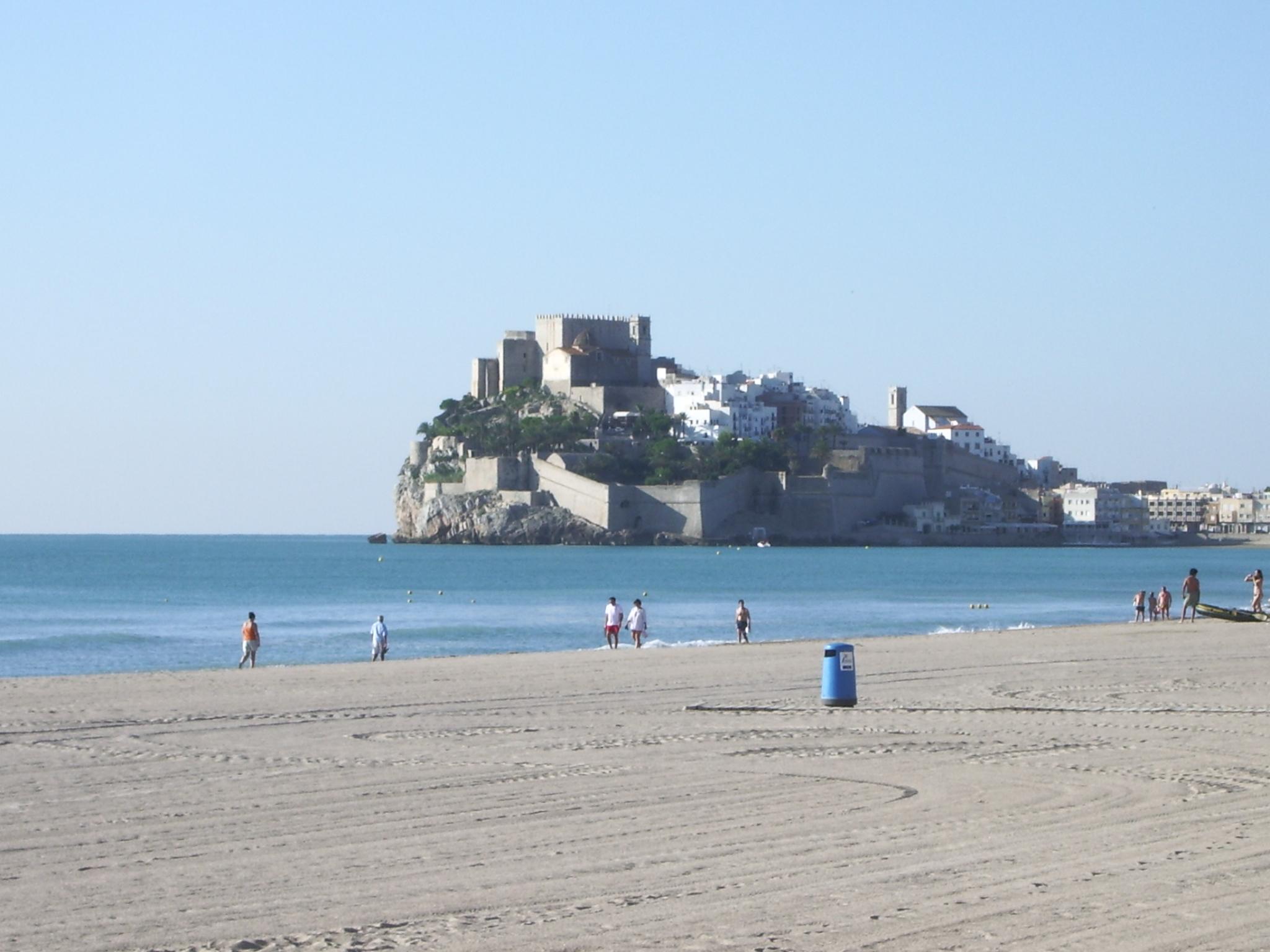Foto playa Gururú. Ciudad en el mar