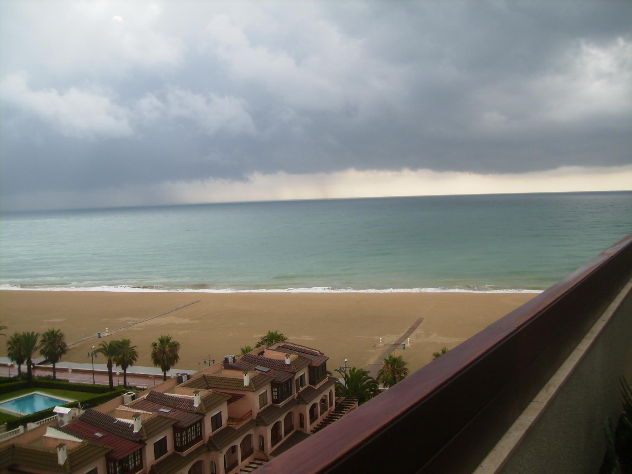 Foto playa Gururú. playa desde el apartahotel acualandia