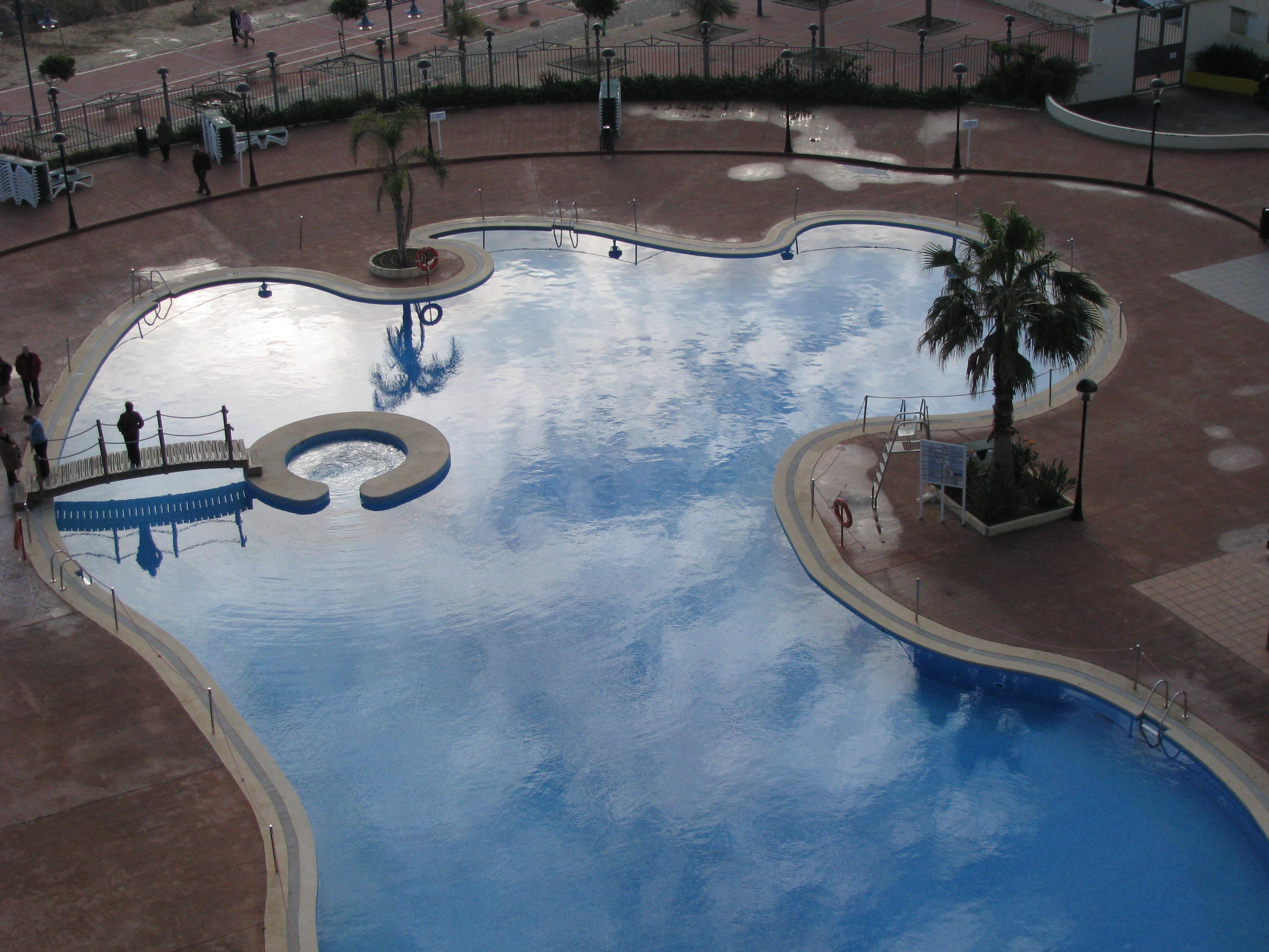 Foto playa Gururú. La piscina del hotel en Invierno,  Peñiscola