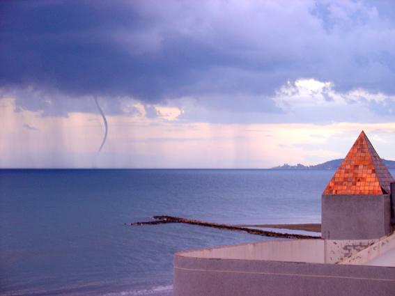 Foto playa Torrenostra. TORNADO EN TORRENOSTRA