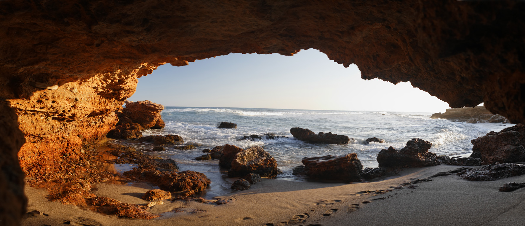 Foto playa Renega. Cueva en La Renega