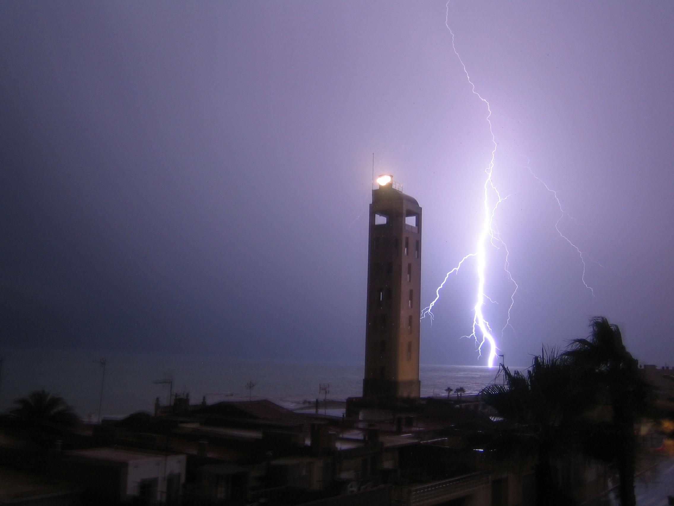 Foto playa L'Alcudia. tormenta en nules
