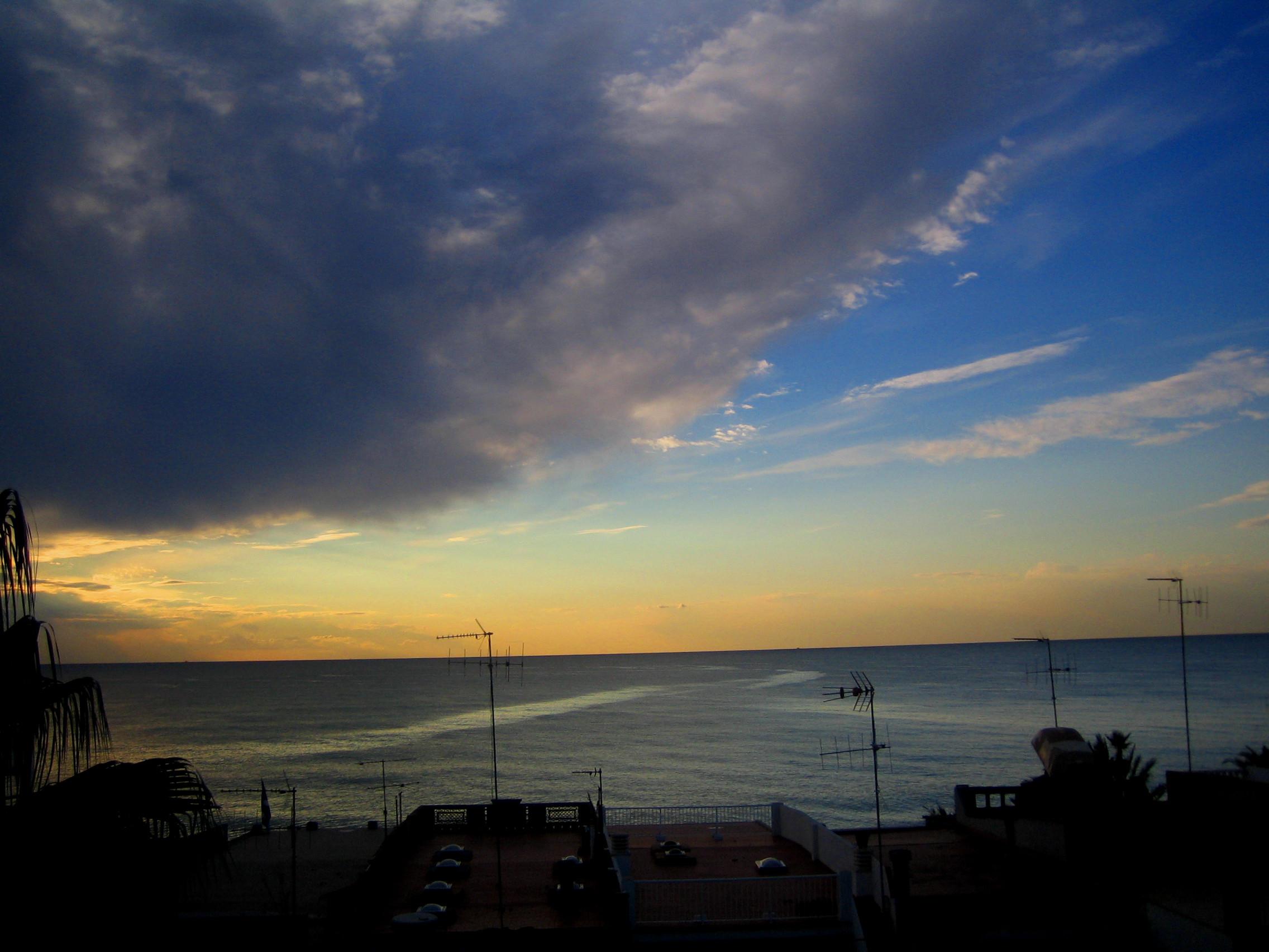 Foto playa L'Alcudia. naix el dia. Platja de Nules.