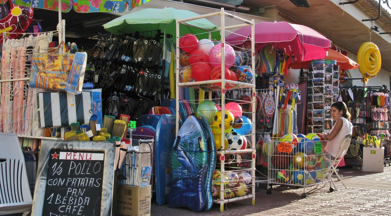 Foto playa Molinos y Palmeras / Punta dels molins. Tienda de Playa Antonio, Comercial Las Brisas, Les Marines, Denia, Valenciana, Spain
