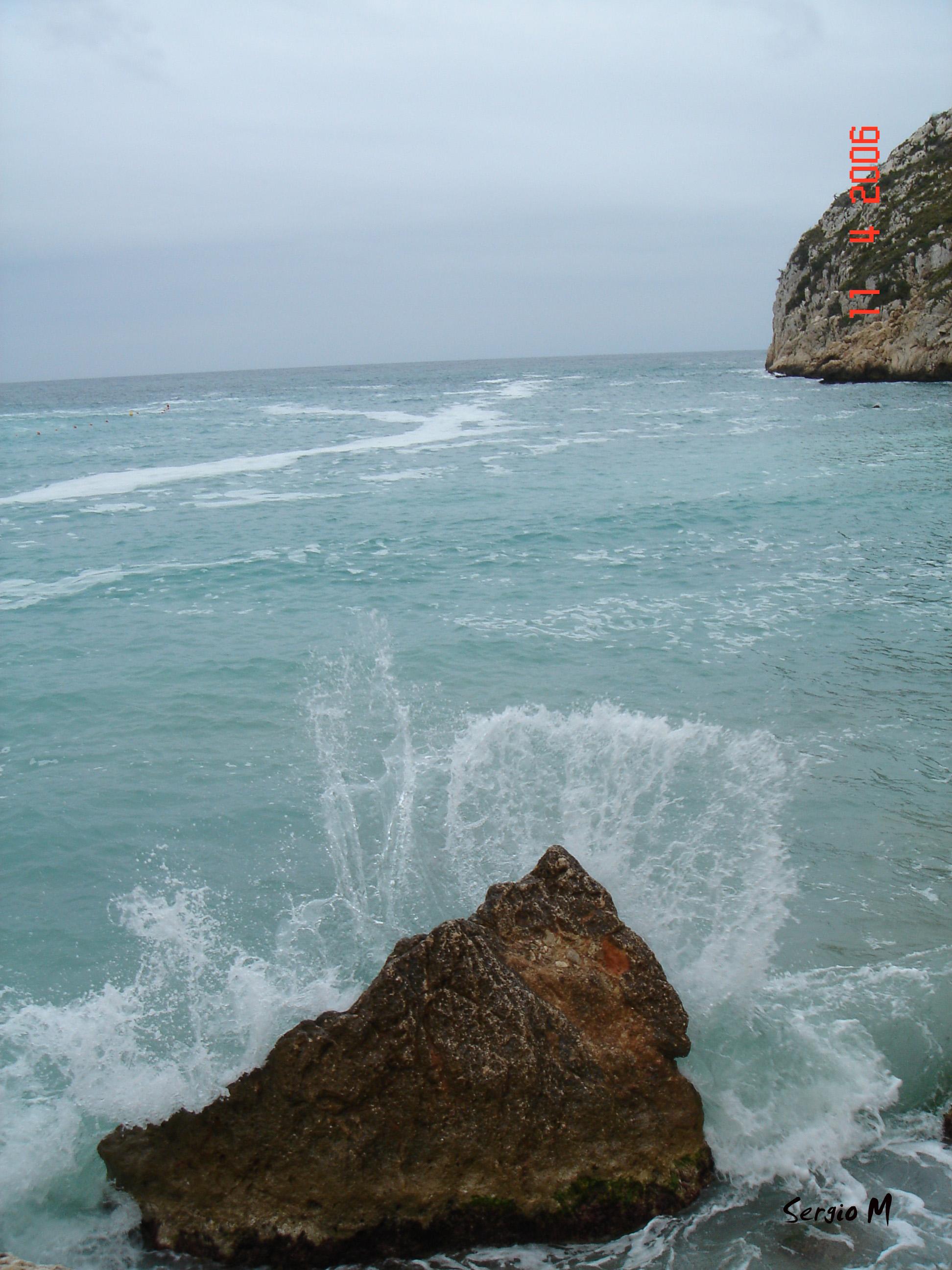 Foto playa La Granadella. rocas