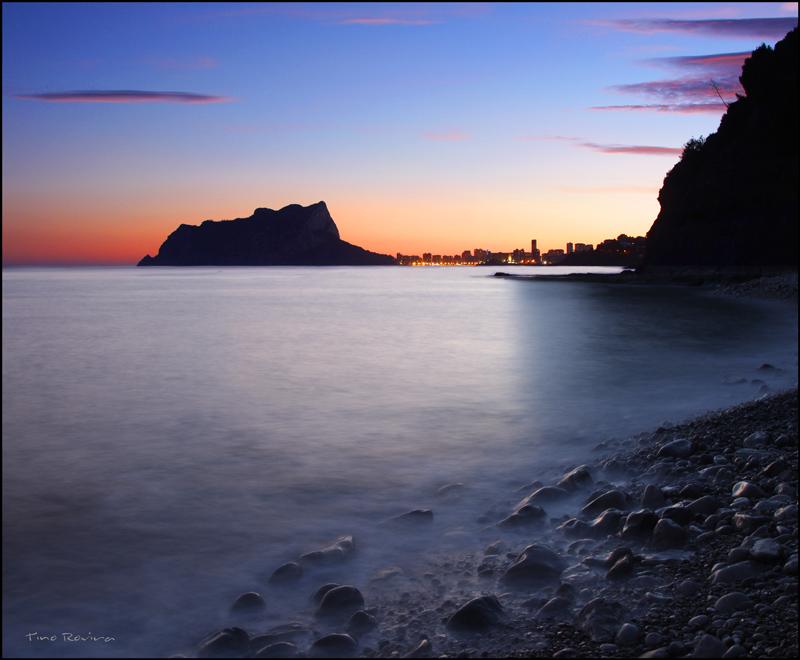 Foto playa Cala L'Advocat. Anochece en Calpe