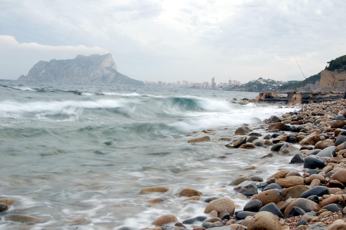Foto playa Cala L'Advocat. El Peñon de Ifach desde Cala Baladrar de Benissa by G76