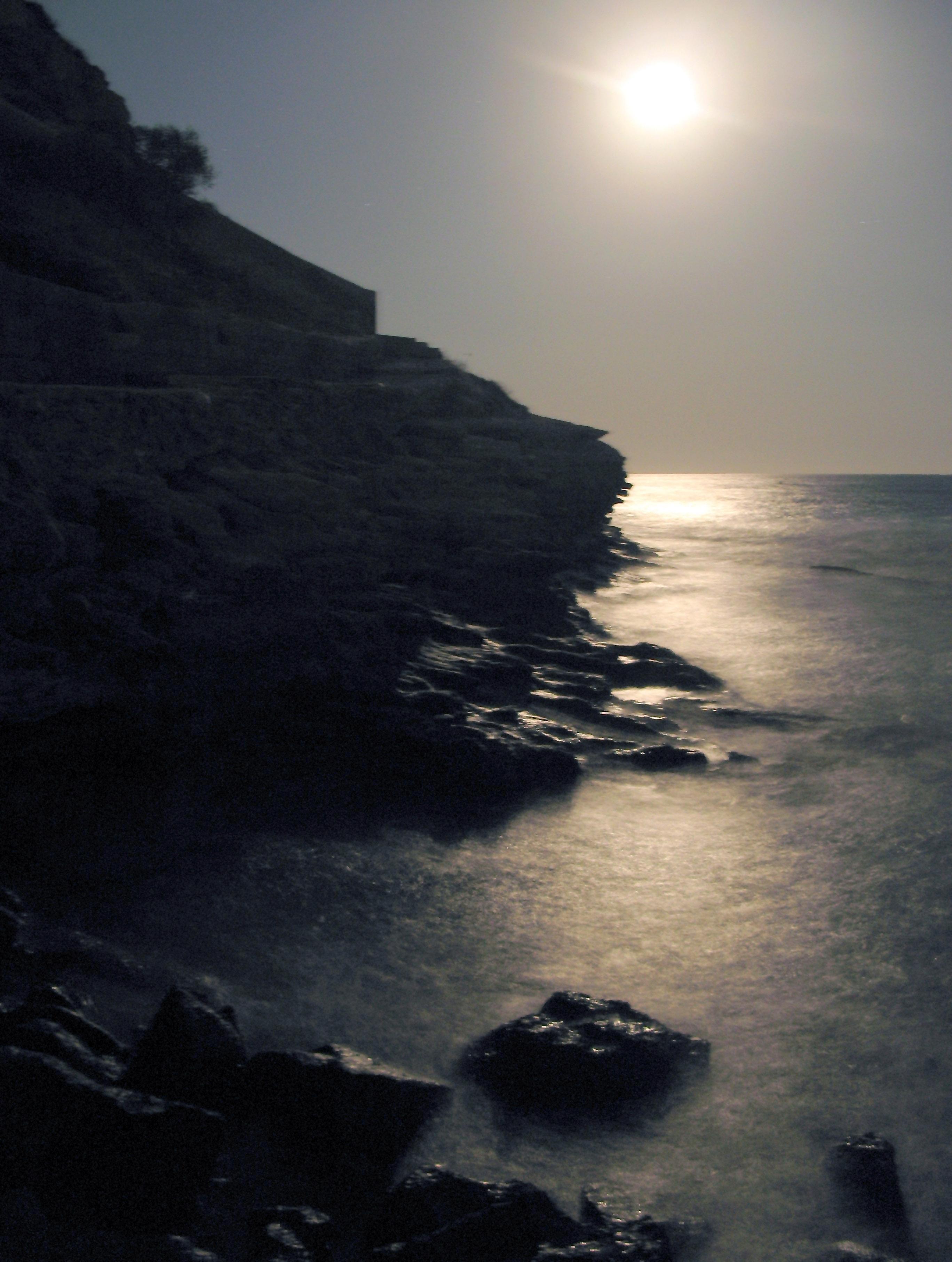Foto playa Cala L'Advocat. Reflejo Lunar en la Cala de Cabo Blanco, Moraira, La Marina Alta, Alicante