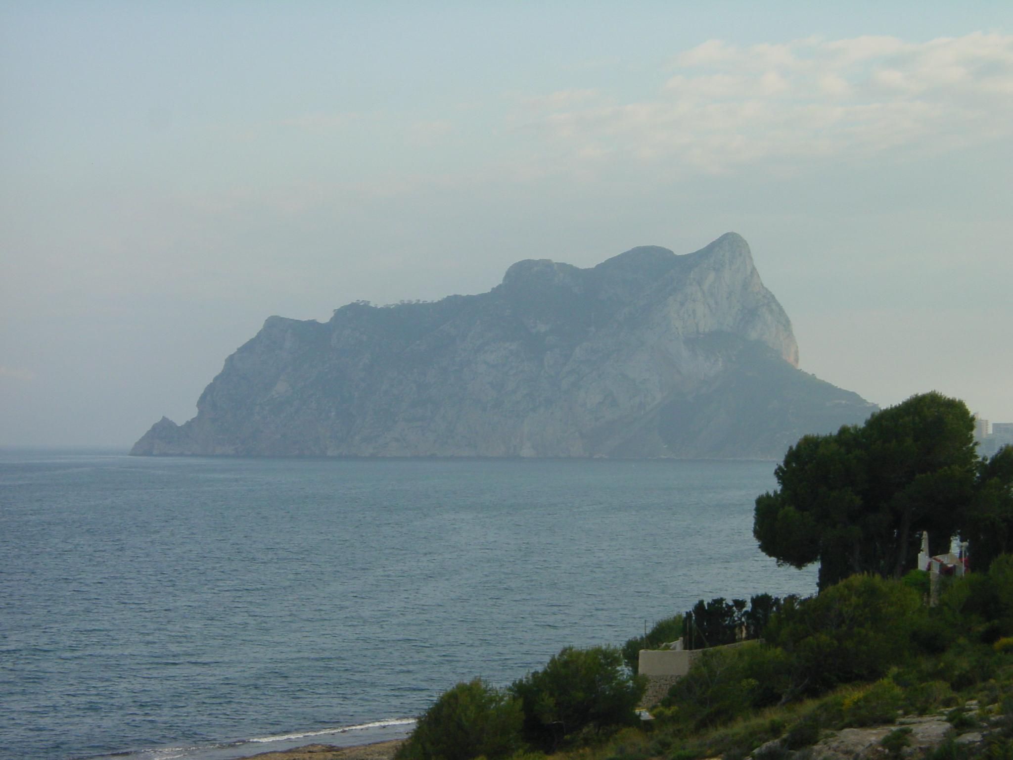 Foto playa Els Pinets. Peñón de Ifach desde la Lobella