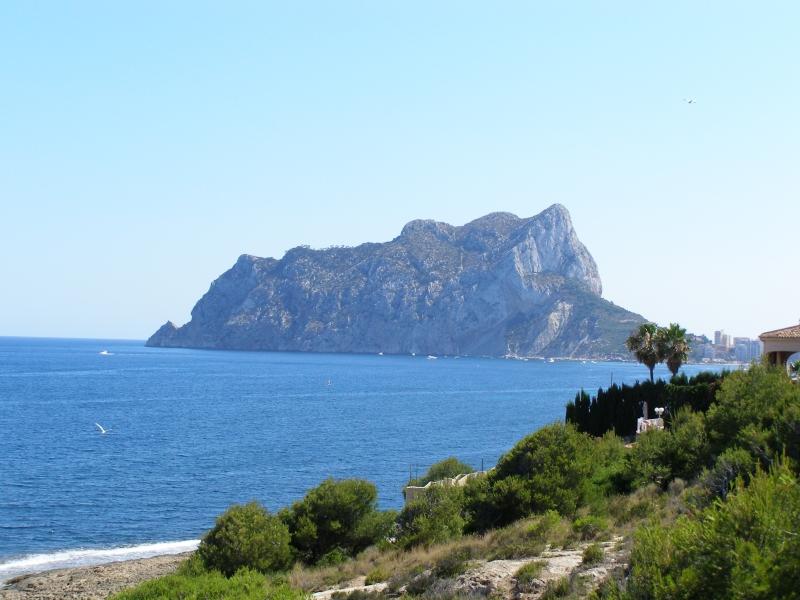 Foto playa Els Pinets. Peñon de Ifach desde les Bassetes-Benissa-(Alicante)