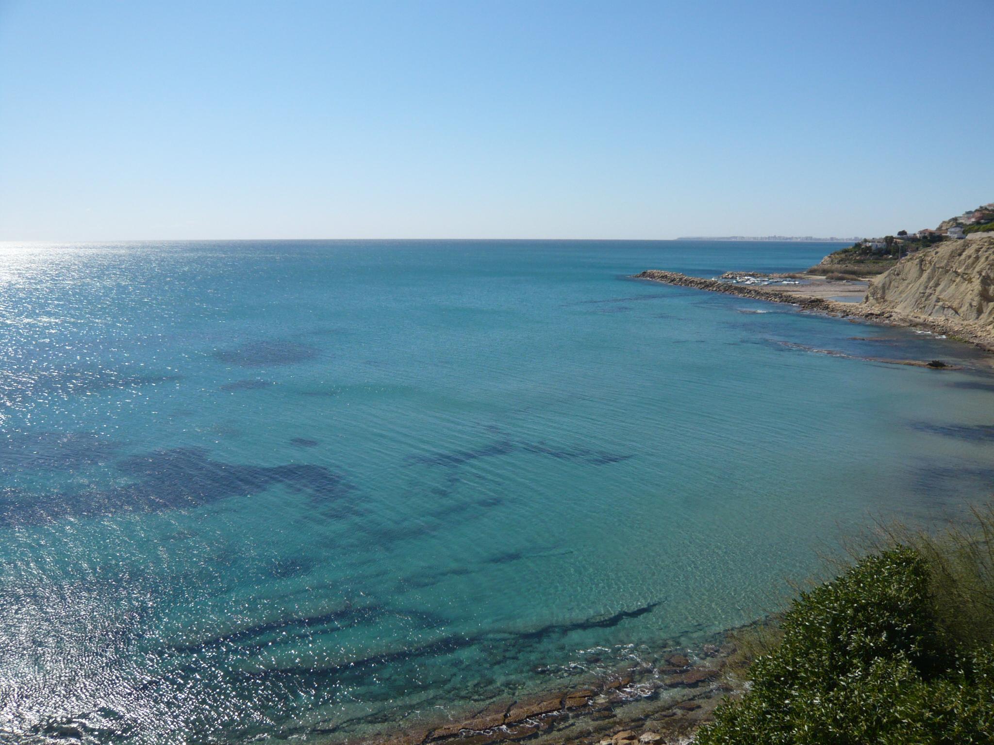 Foto playa La Almadraba. Cala Lanuza looking South West to Alicante