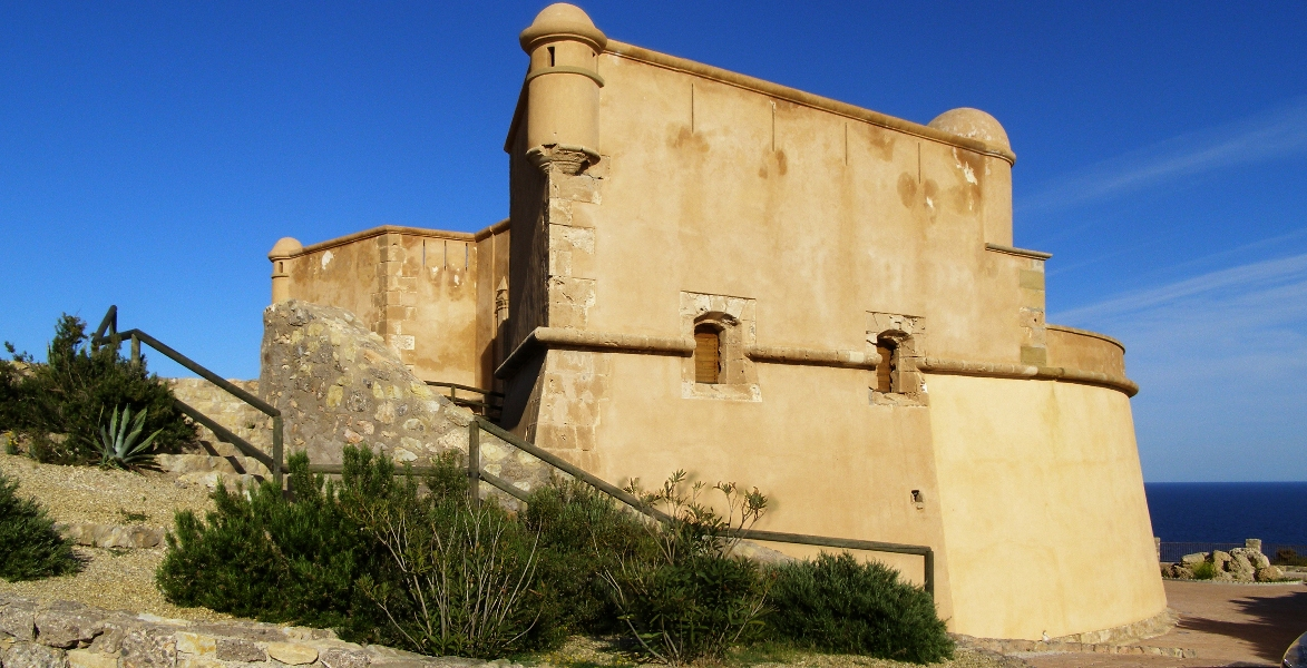 Foto playa Banyets de la Reina / Baños de la Reina. Lateral castillo-San Juan de los Terreros (Almería)