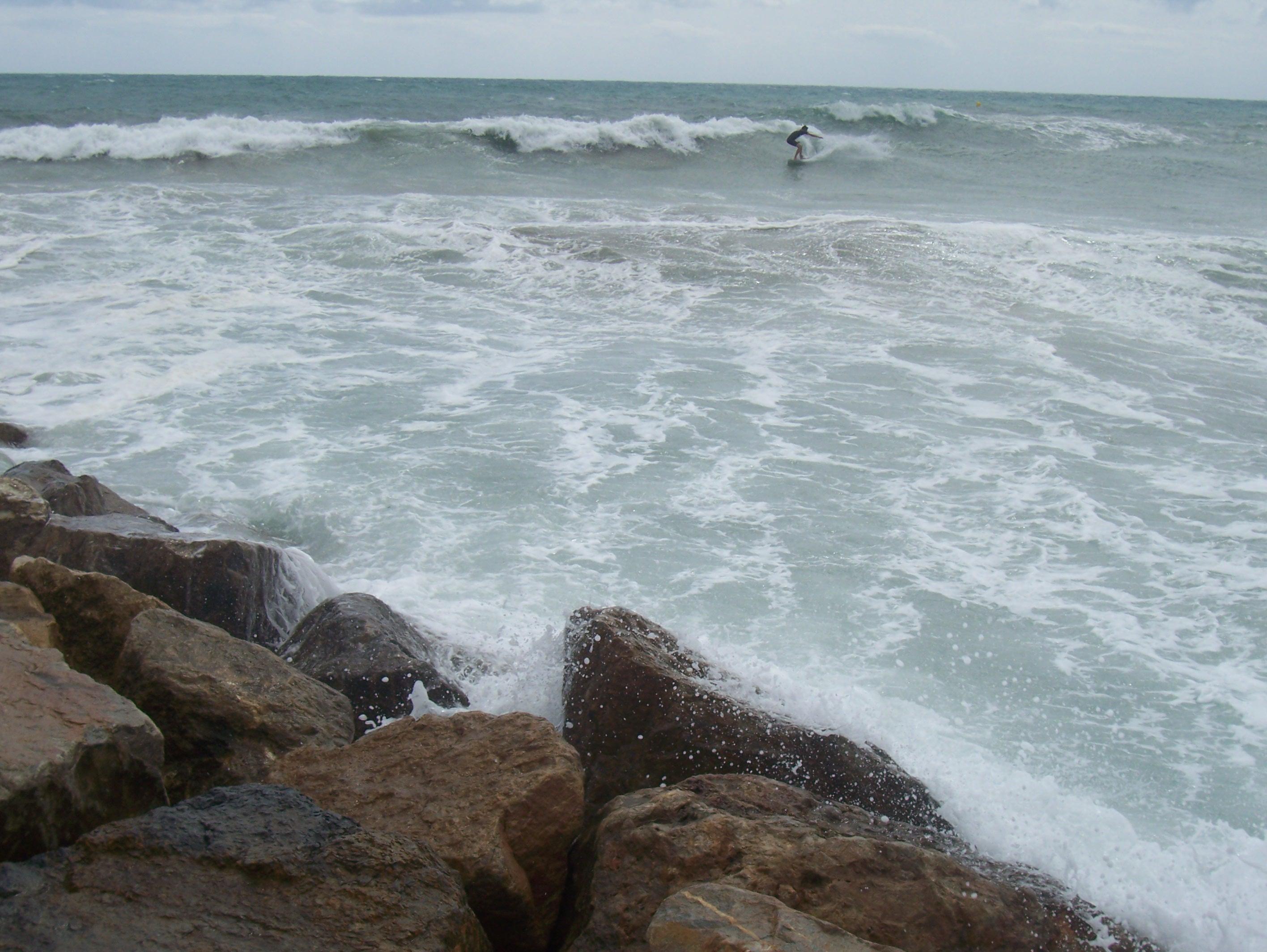 Foto playa El Amerador. Rocas y mar picado