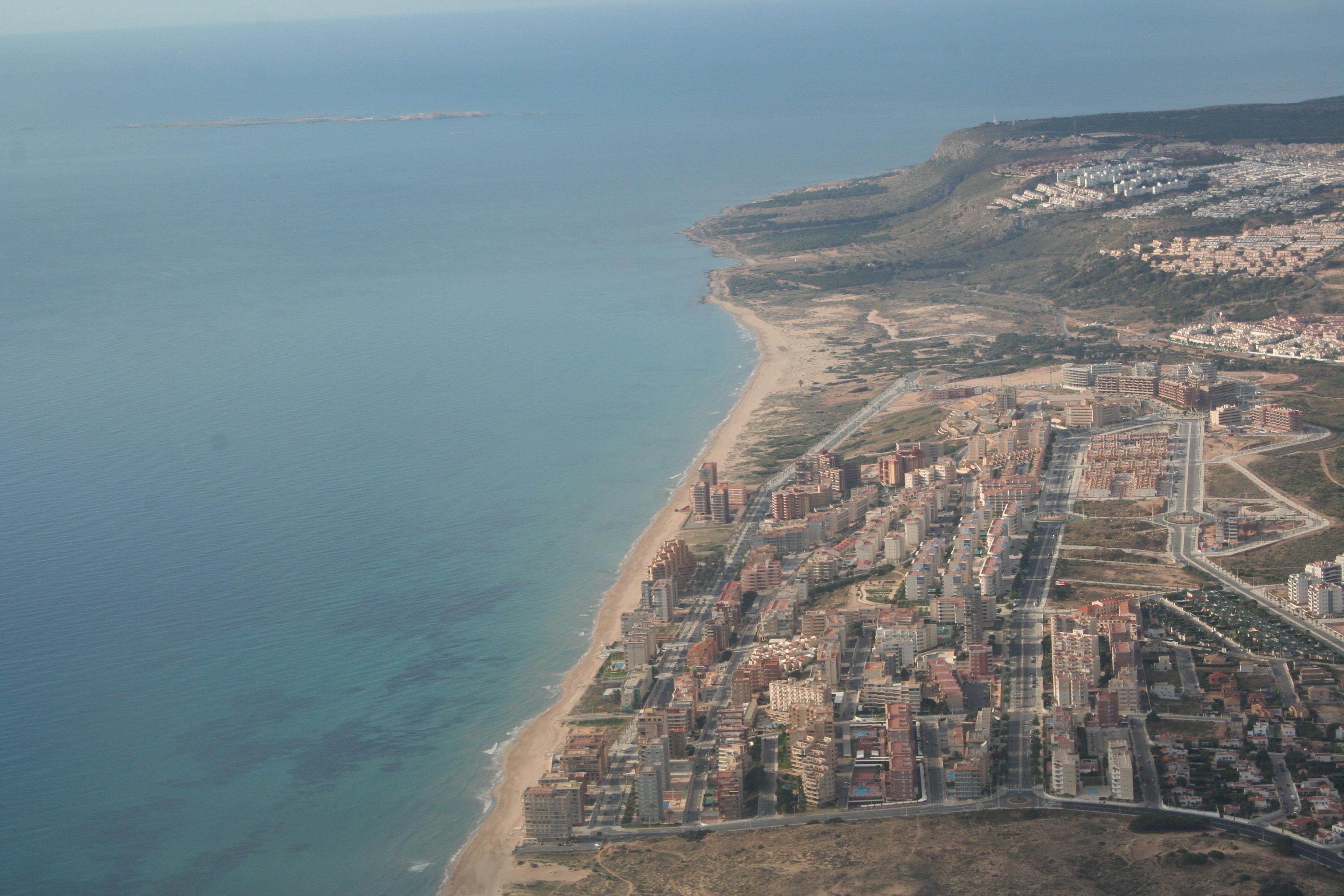 Playa Los Saladares / Urbanova