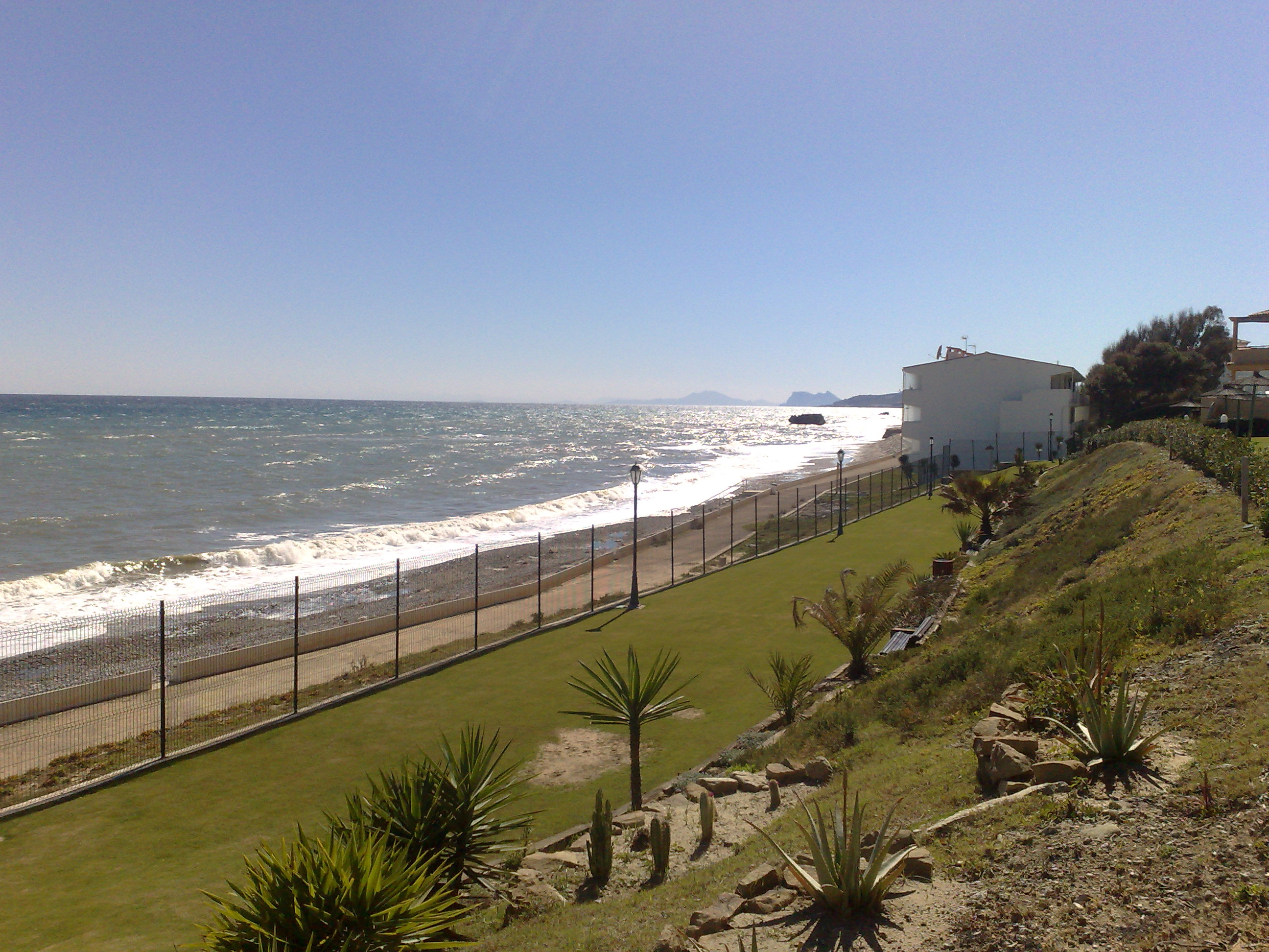 Foto playa Bahía Dorada. Gib and Africa from Bermuda Beach, Estepona, Spain
