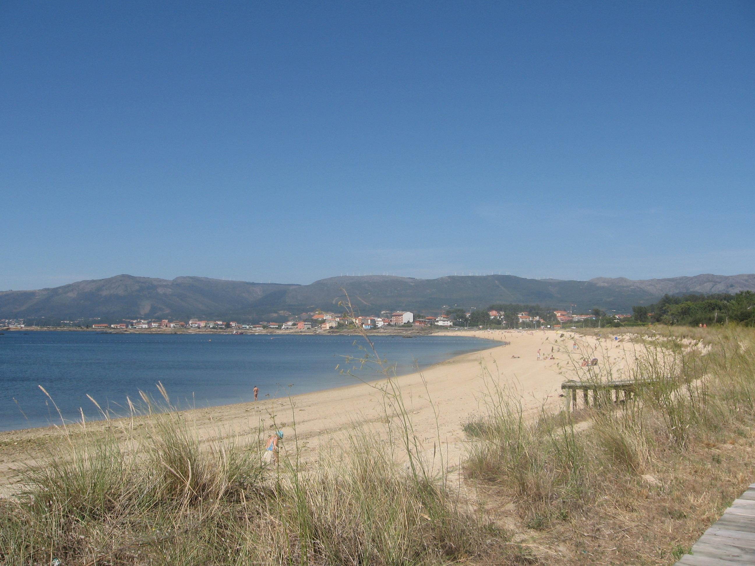 Foto playa Gabiotea. Playa de Carragueiros y Sierra de la Barbanza