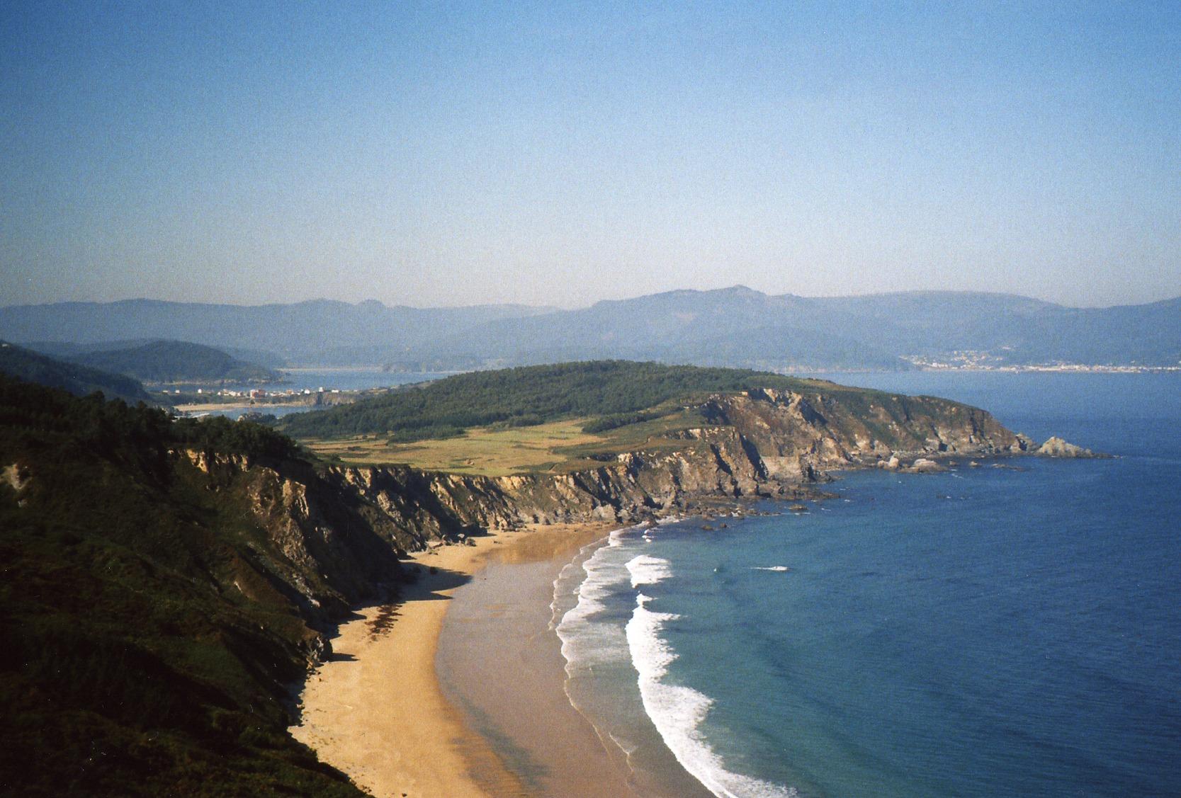 Foto playa Ribeira Grande. Celtigos, a lo lejos se ven Cariño a la derecha y Espasante en la izquierda