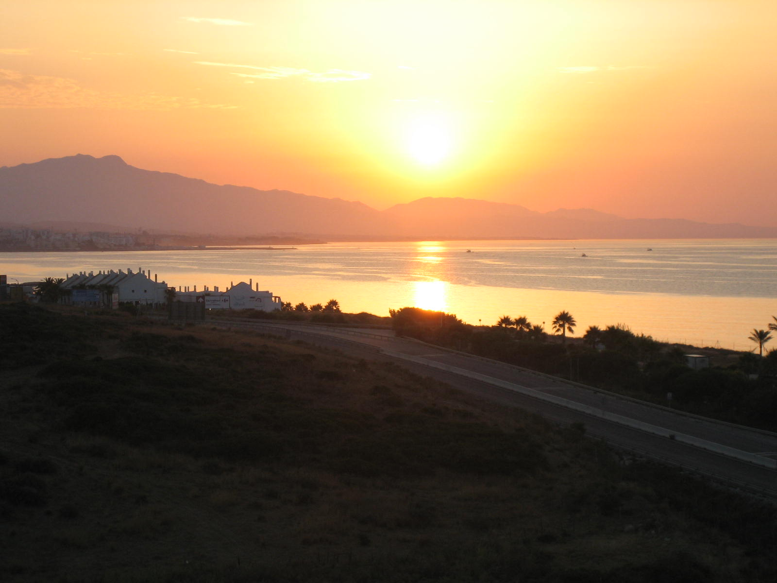 Foto playa La Galera. sunrise, costa del sol