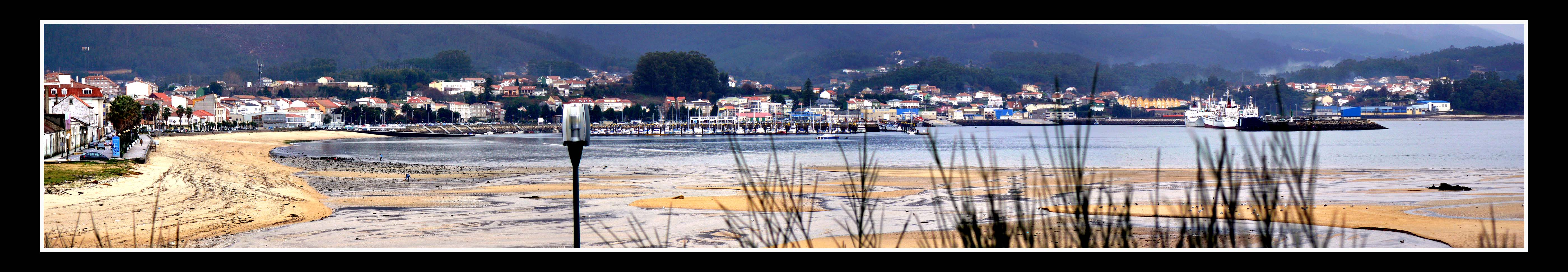 Foto playa Lombiña / Lombiña-Cabío. Panorámica Pobra do Caramiñal (ampliar)