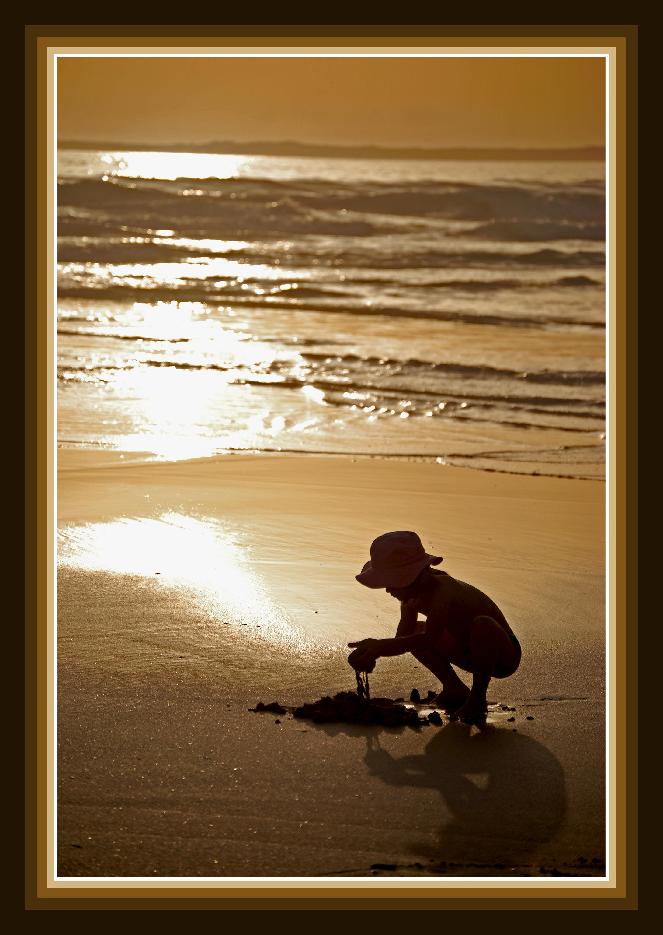 Foto playa As Furnas. jugando con barro