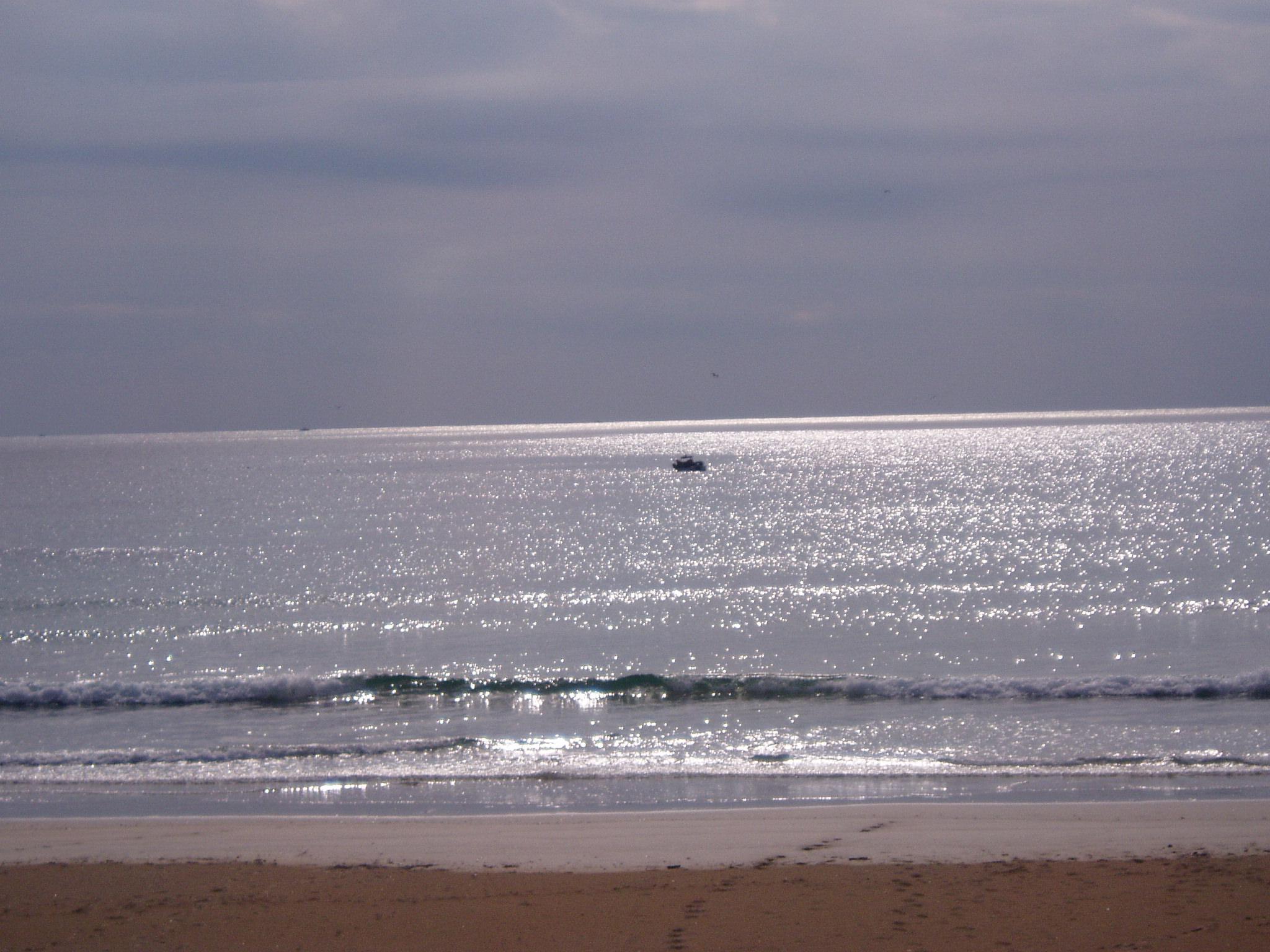 Foto playa As Furnas. Mar prateado