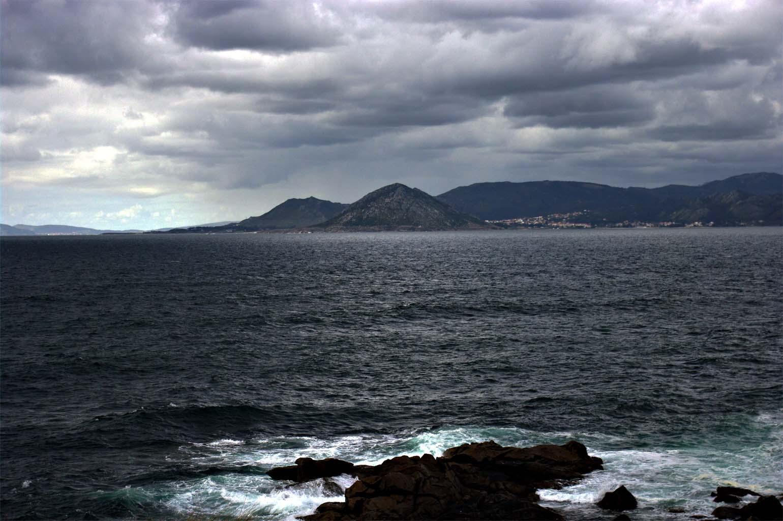 Foto playa As Seiras / Queiruga. Desde porto nadelas; Queiruga. Al fondo Monte Louro (Muros)