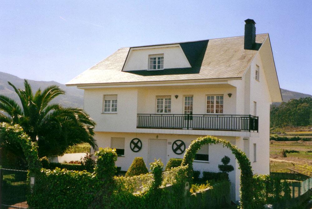 Foto playa Cabeiro / Caveiro. Typical house from Aguieira