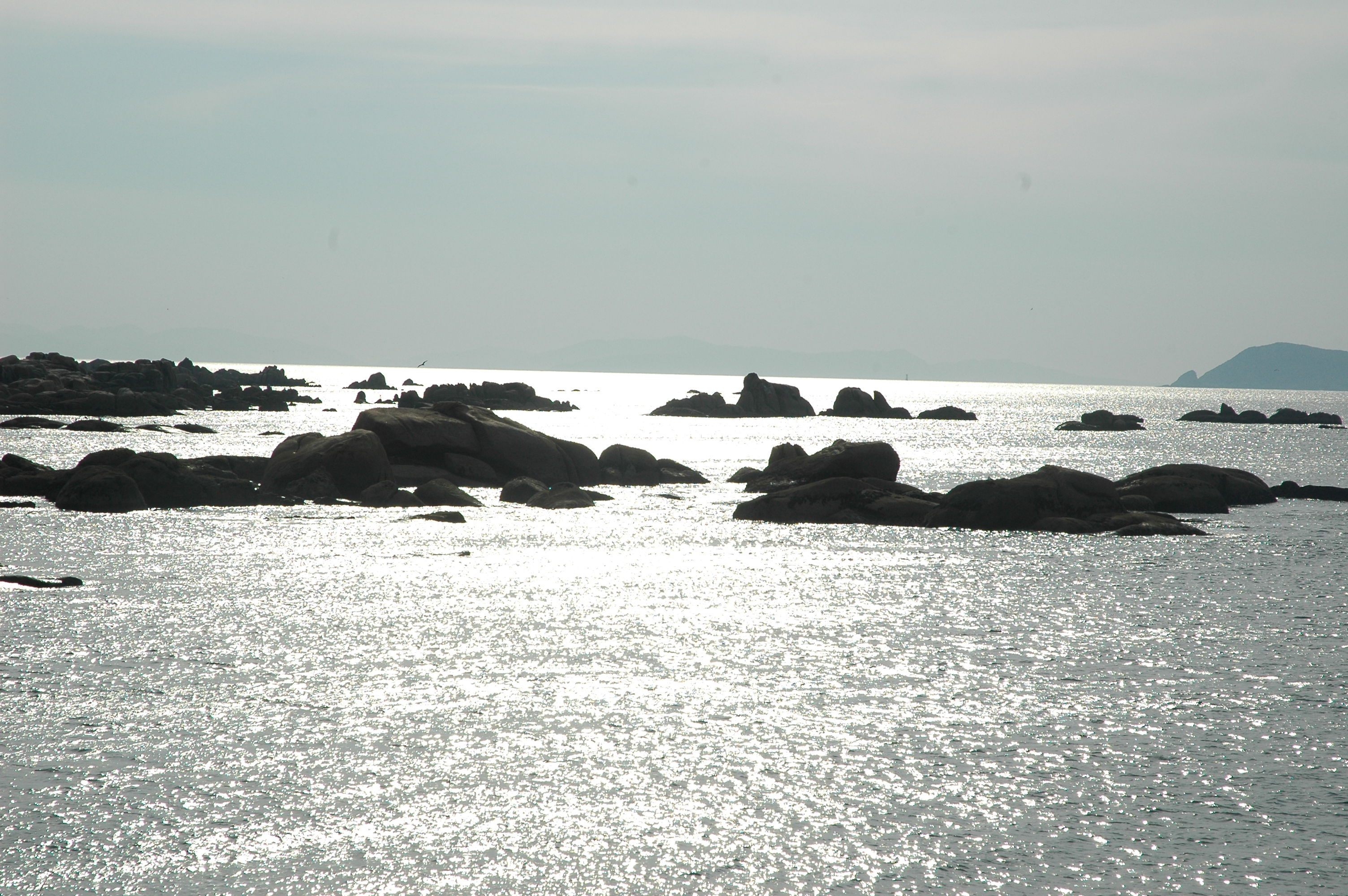 Foto playa Aguieira. scogli controluce presso San Vicente do Mar