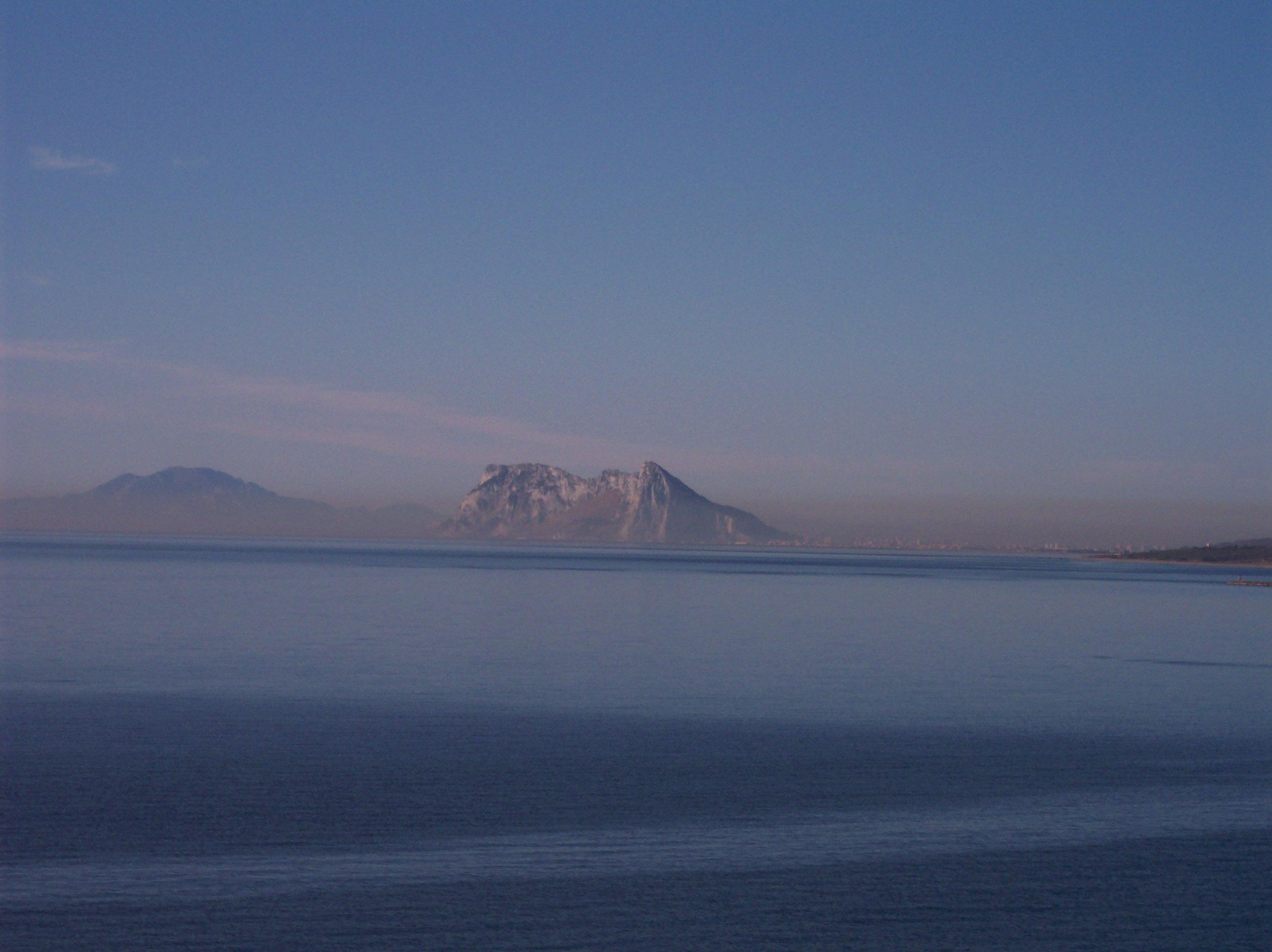 Foto playa Punta Chullera / Chullera. El Peñón de Gibraltar desde la