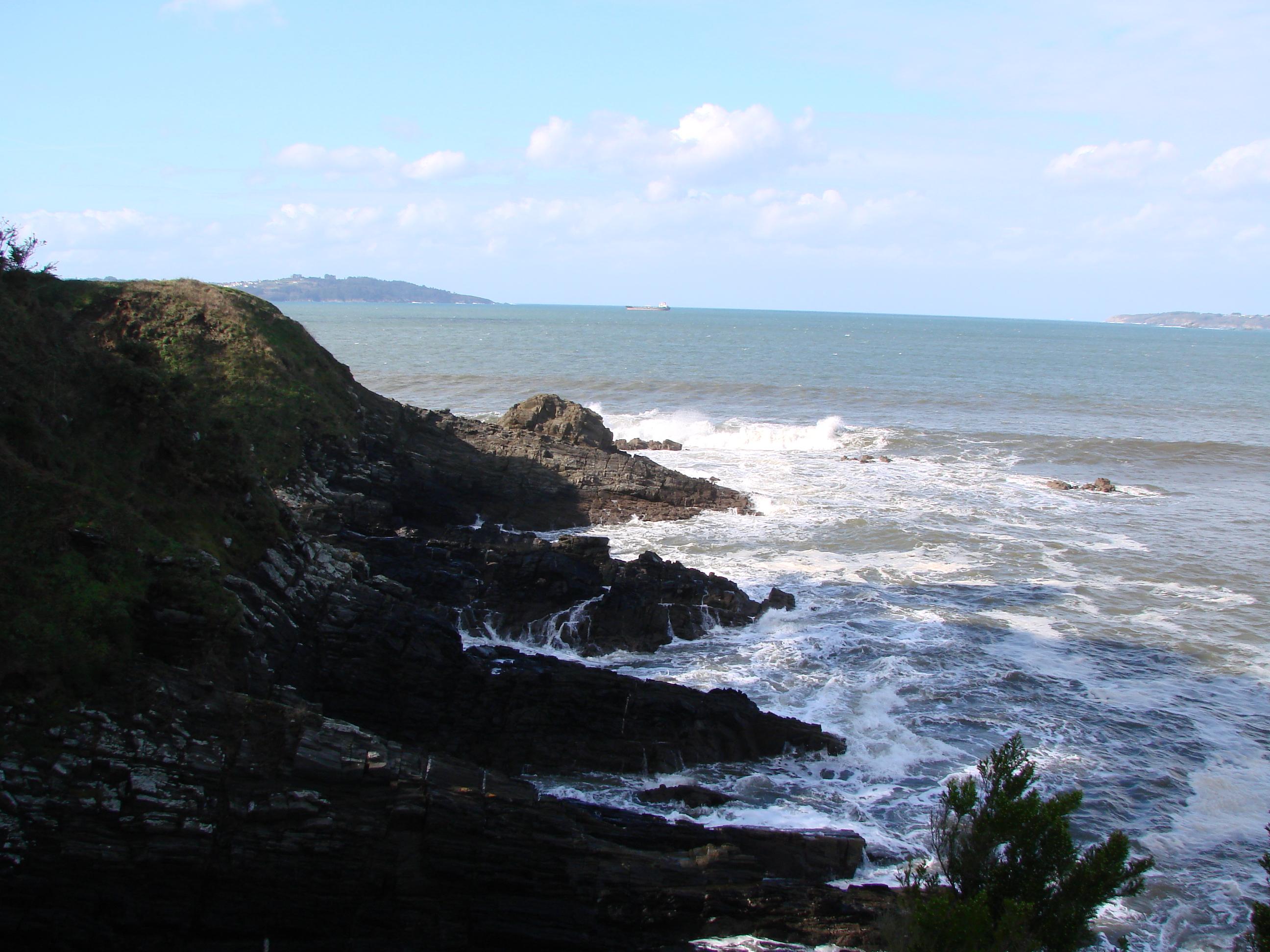 Foto playa Coido. Acantilados en Perbes