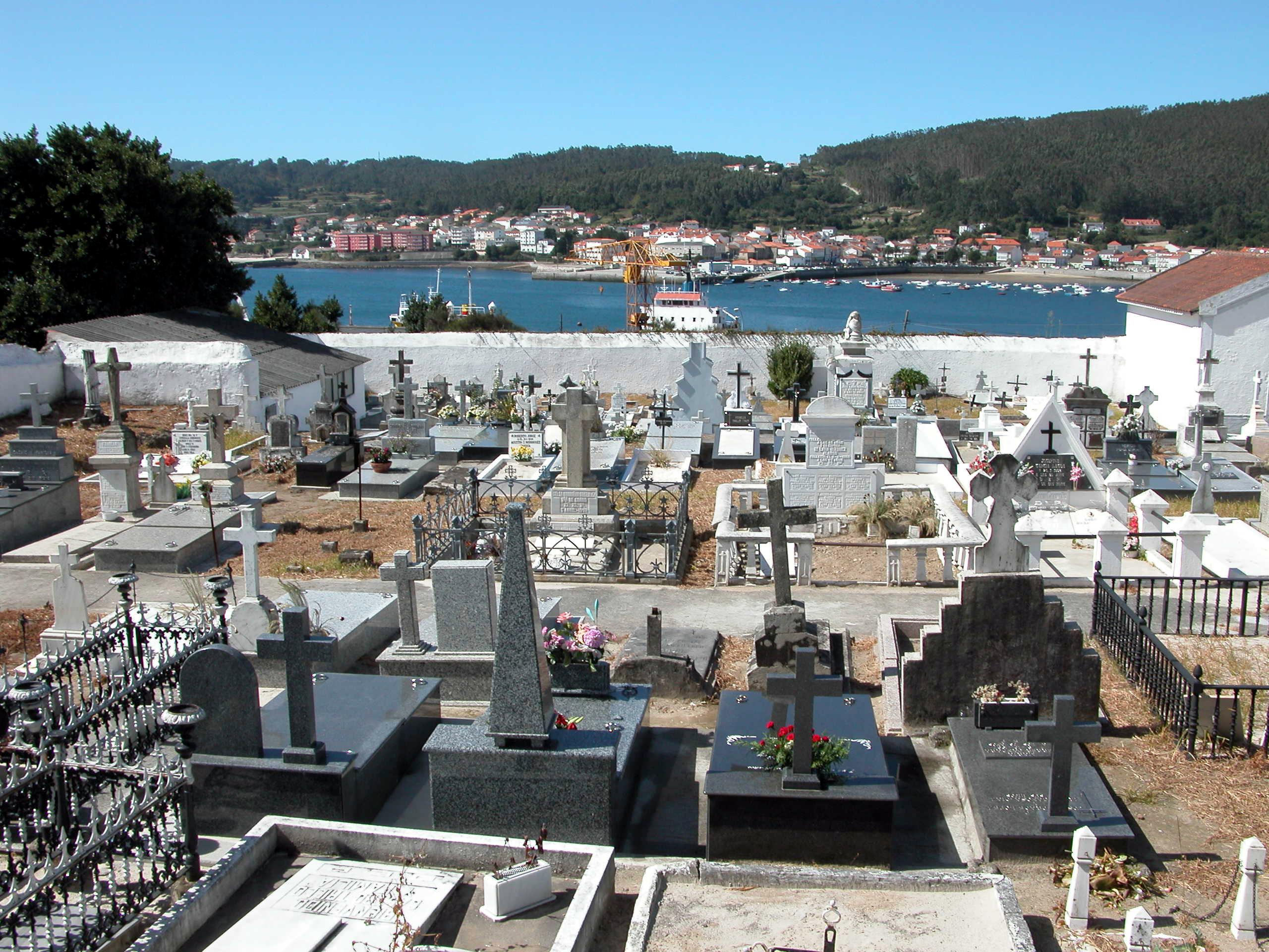 Foto playa A Concha. CAMINO DE SANTIAGO (2005). CEE (La Coruña). Cementerio.