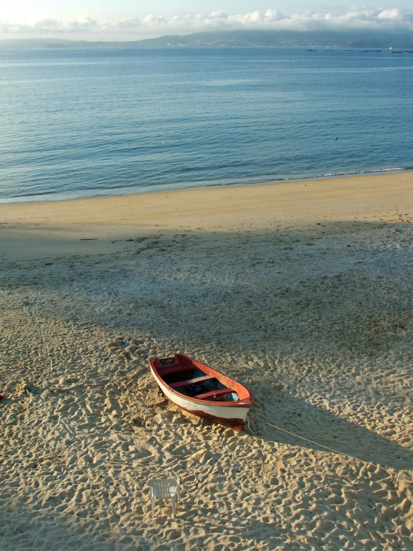 Foto playa Loureiro. Barca.. en playa de Loureiro   (Bueu)