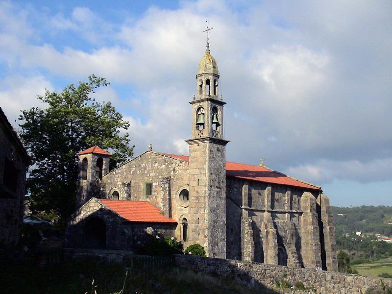 Foto playa Os Muiños / Aréa Maior. Os Muiños, iglesia románica del siglo Xll.