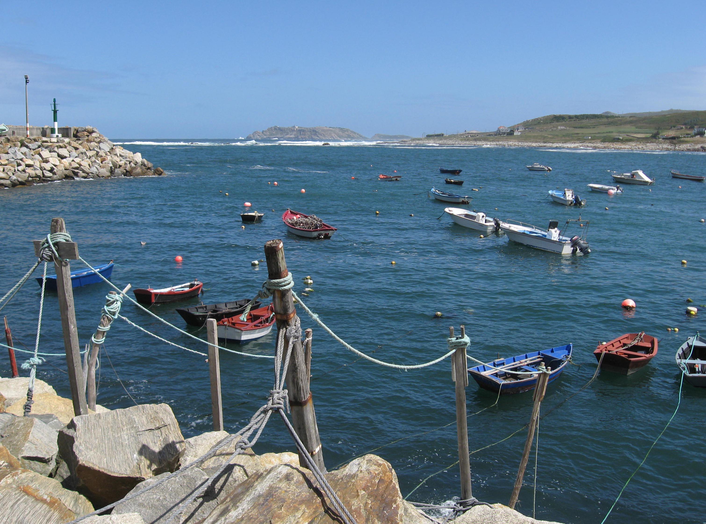 Foto playa Barizo. Enfrente, las Sisargas