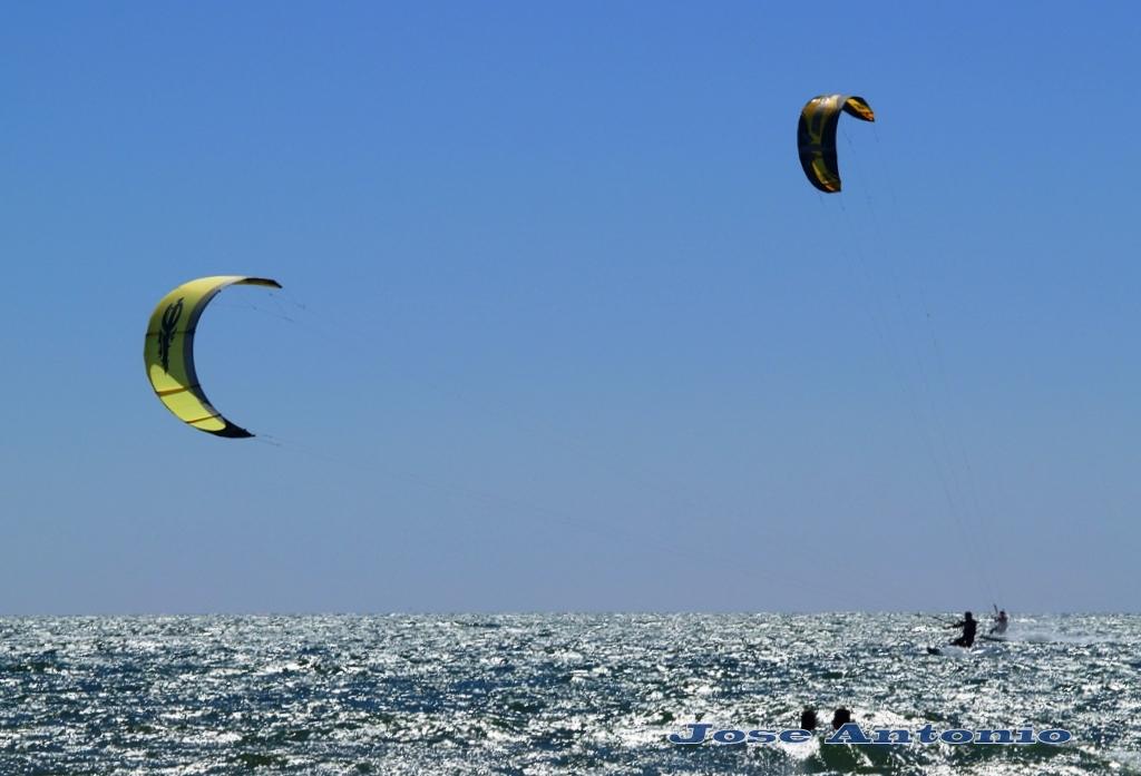 Foto playa La Bota. Con el viento
