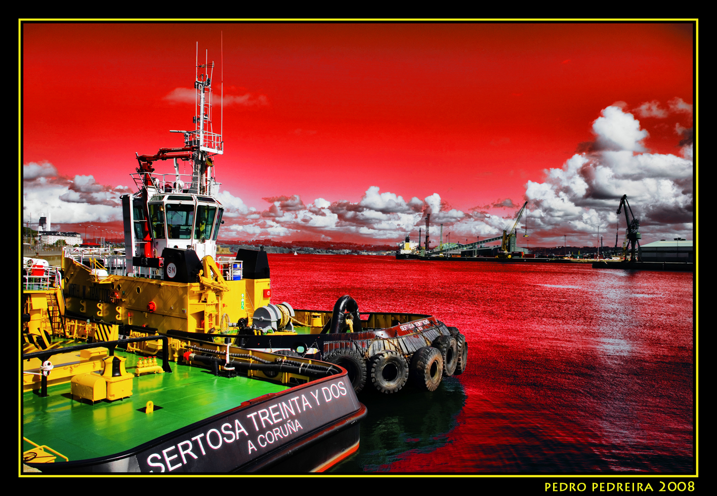 Foto playa Orzán. Apocalipsis. The tug under the red sky