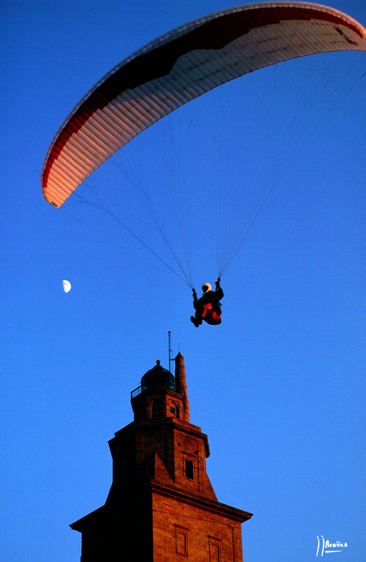 Foto playa As Lapas / O Arenal. parapente,luna y torre