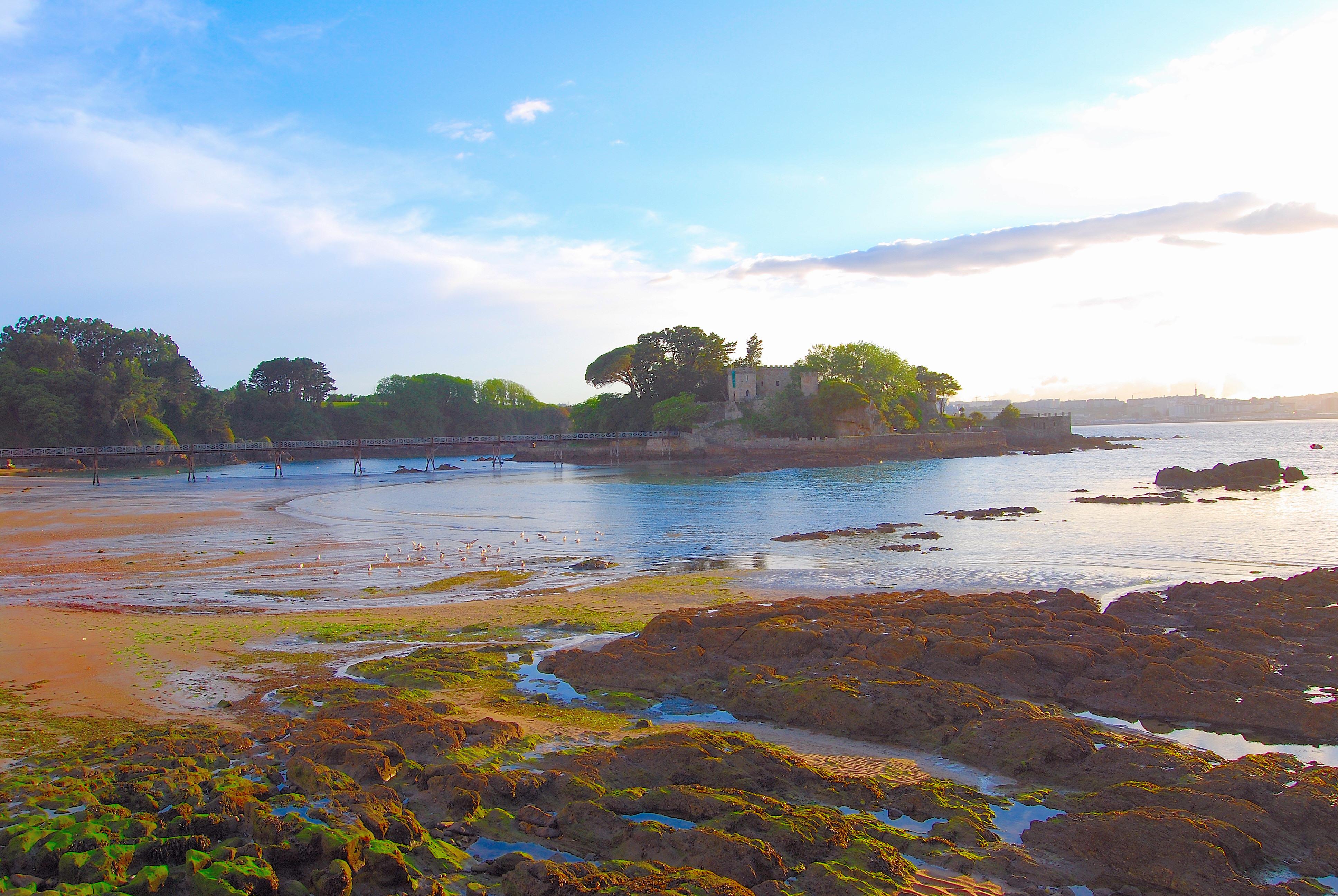 Foto playa Bastiagueiriño. Castillo de Santa Cruz