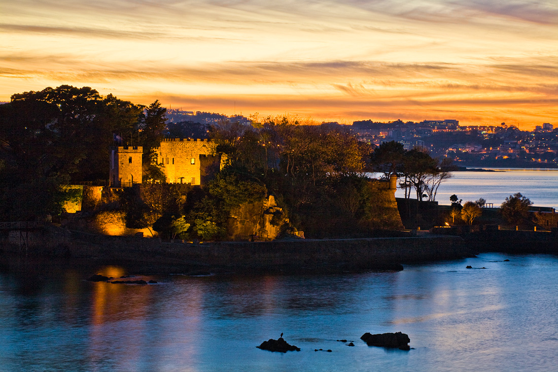 Foto playa Atalaya. Castelo de Santa Cruz ó solpor