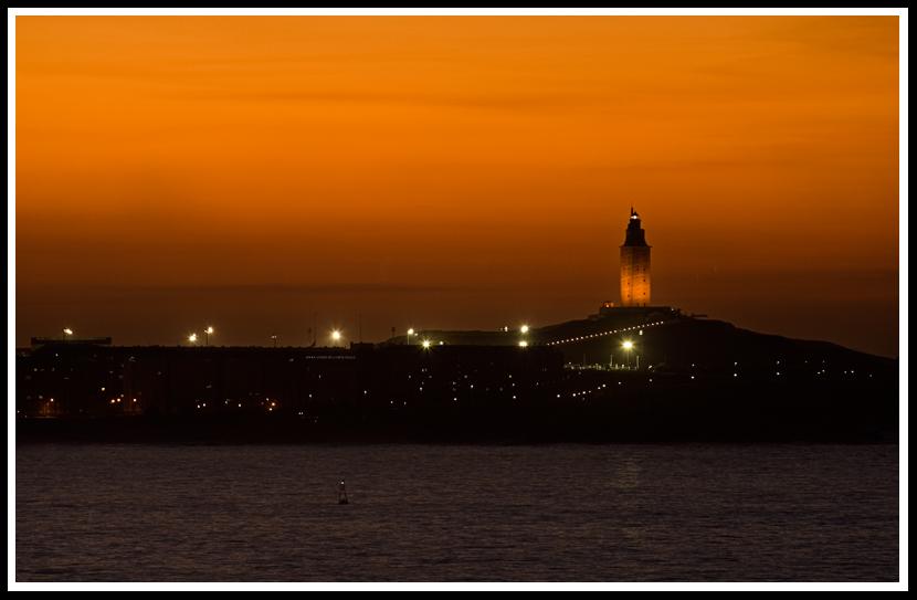 Foto playa Canabal. Puesta de Sol sobre la Torre de Hércules