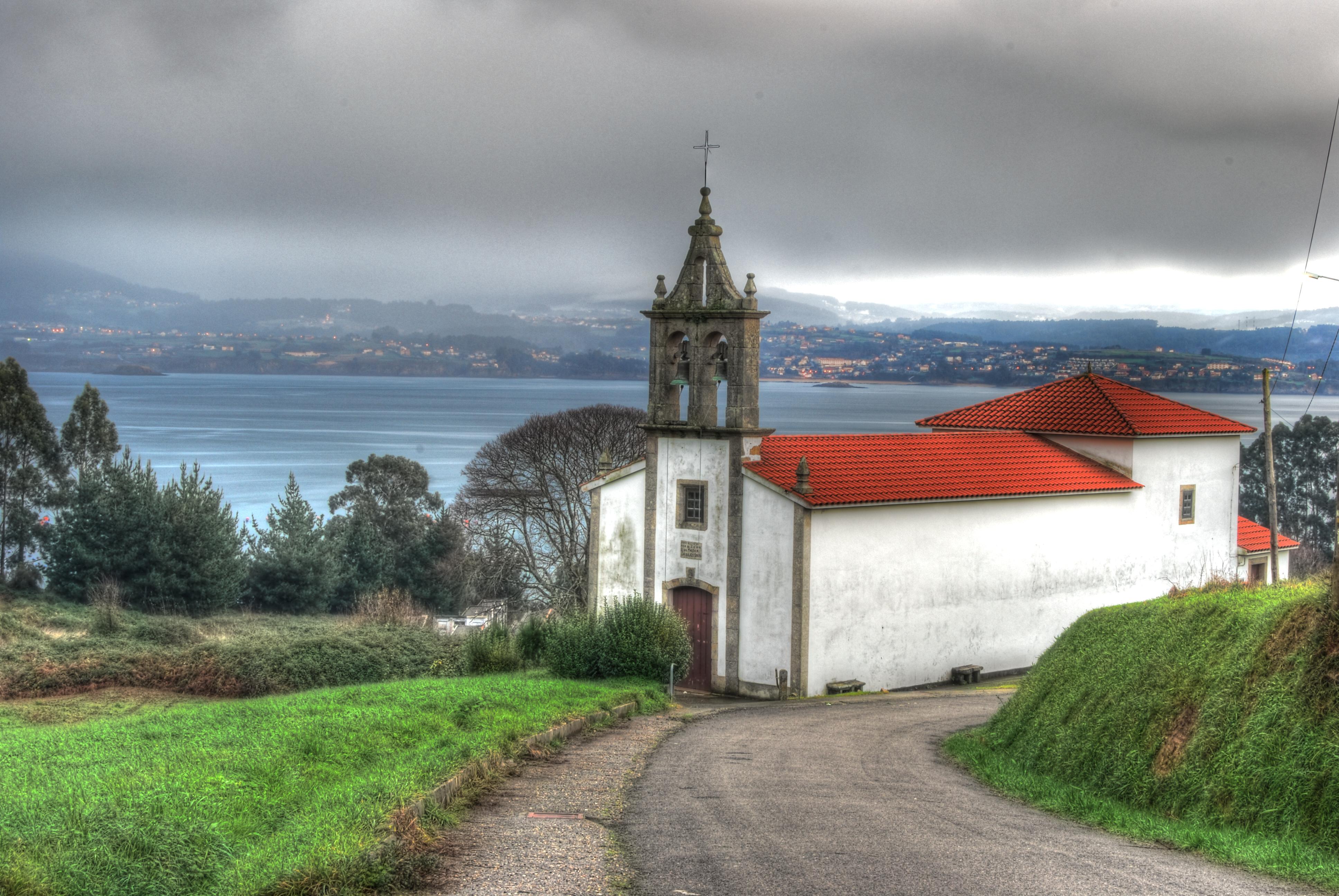 Foto playa Lobos. Iglesia de Carnoedo - Sada - La Coruña