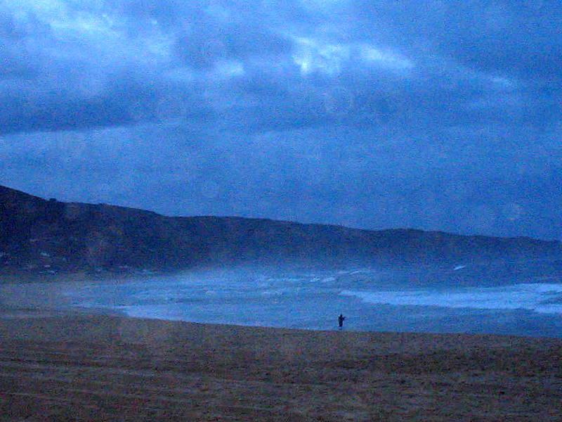 Foto playa Lumebo. pescador en doniños