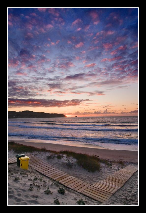 Foto playa As Fontes. Los cubos y el camino